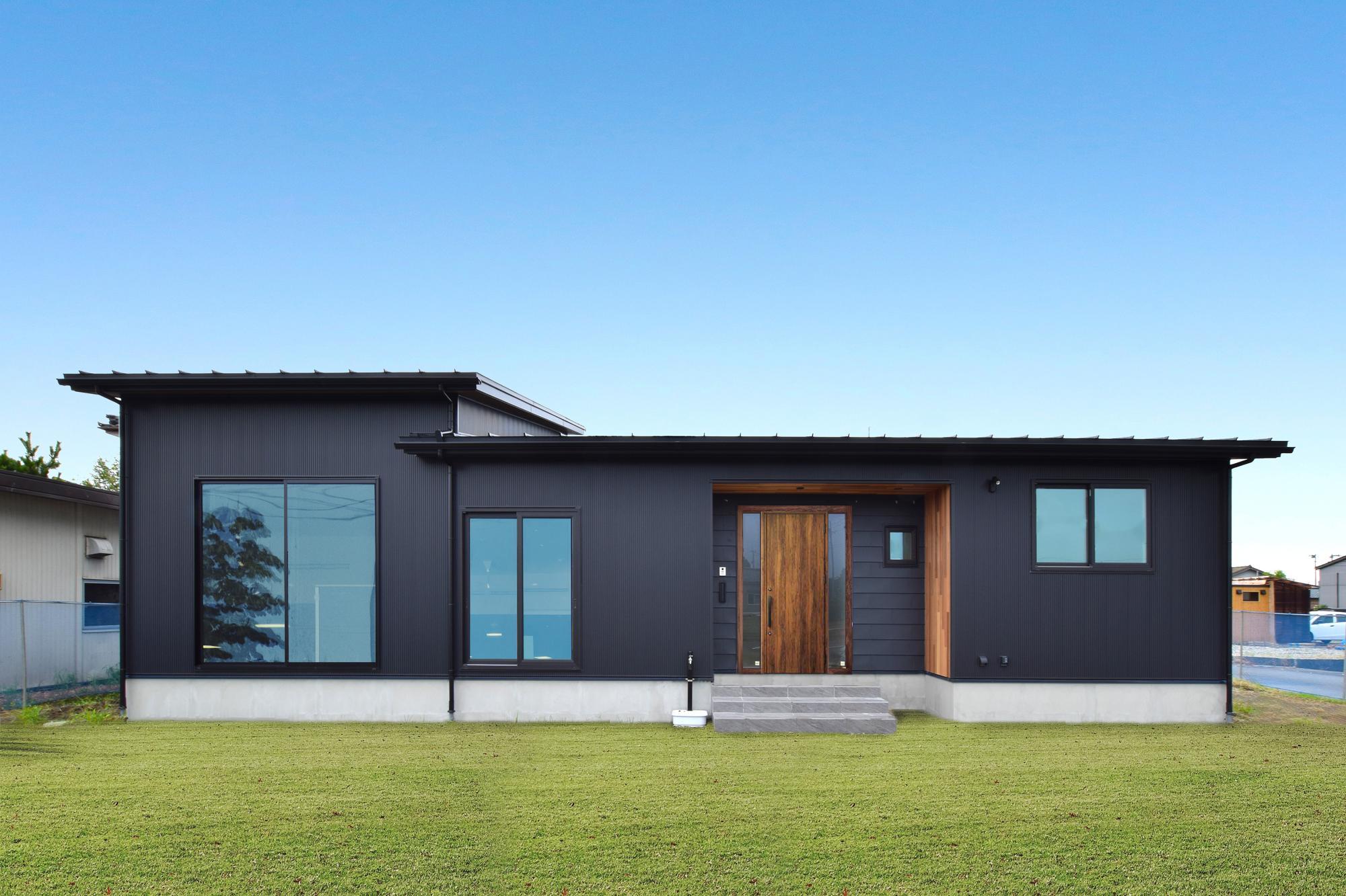 DETAIL HOME(ディテールホーム)「光と風、ローケションを楽しみ、時を過ごせる平屋」のシンプル・ナチュラル・モダンな外観の実例写真