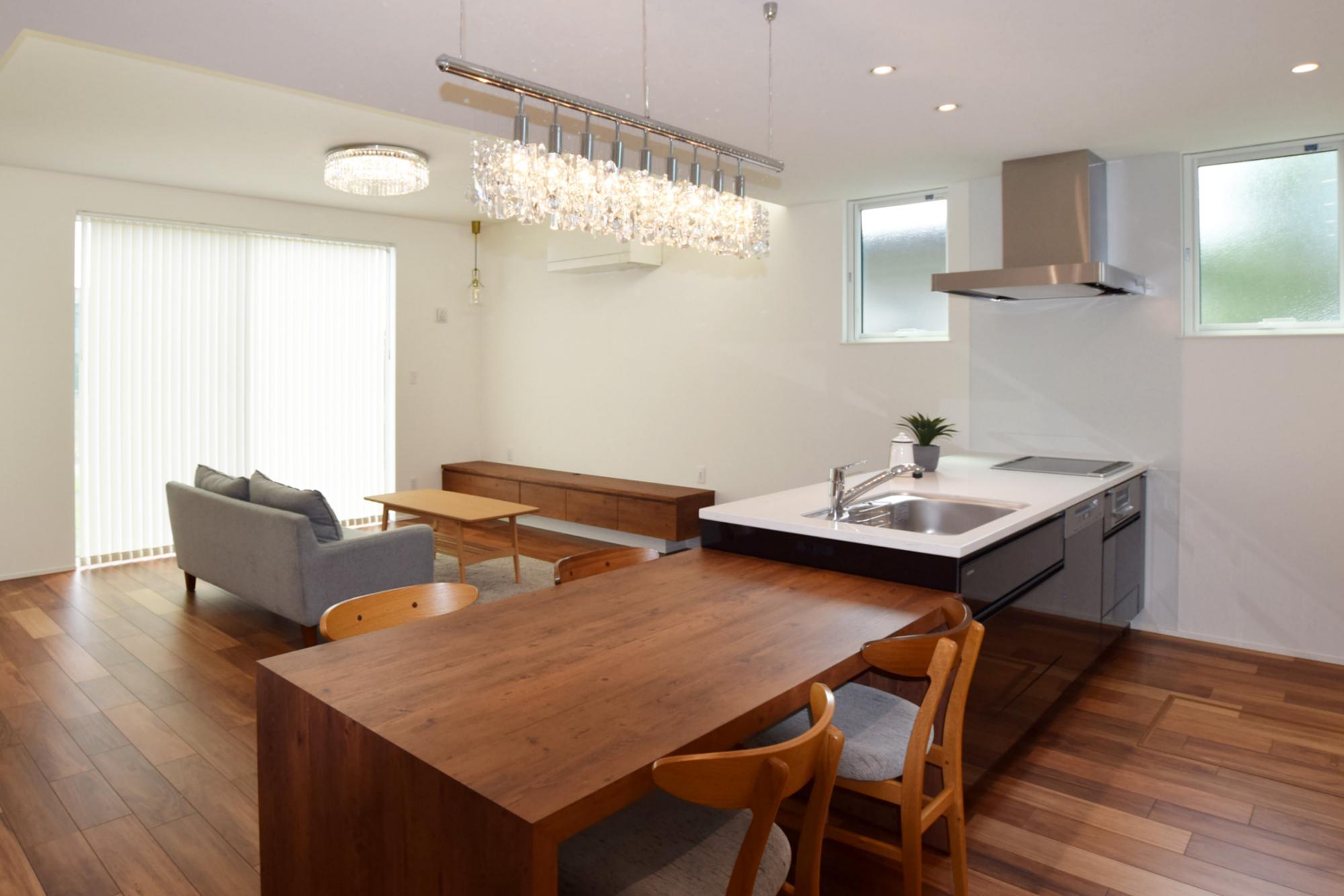 DETAIL HOME(ディテールホーム)「光と風、ローケションを楽しみ、時を過ごせる平屋」のシンプル・ナチュラル・モダンなキッチンの実例写真