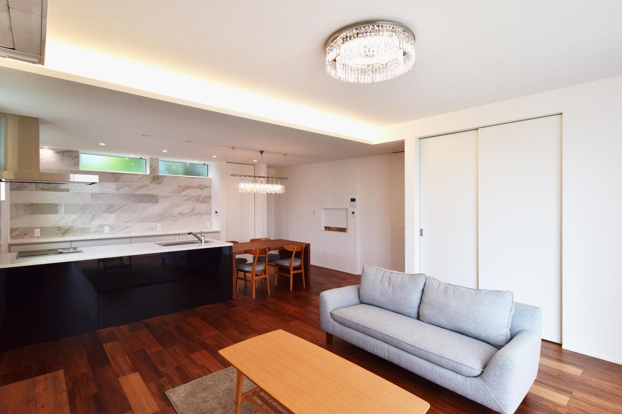 DETAIL HOME(ディテールホーム)「光と風、ローケションを楽しみ、時を過ごせる平屋」のシンプル・ナチュラル・モダンなリビング・ダイニングの実例写真