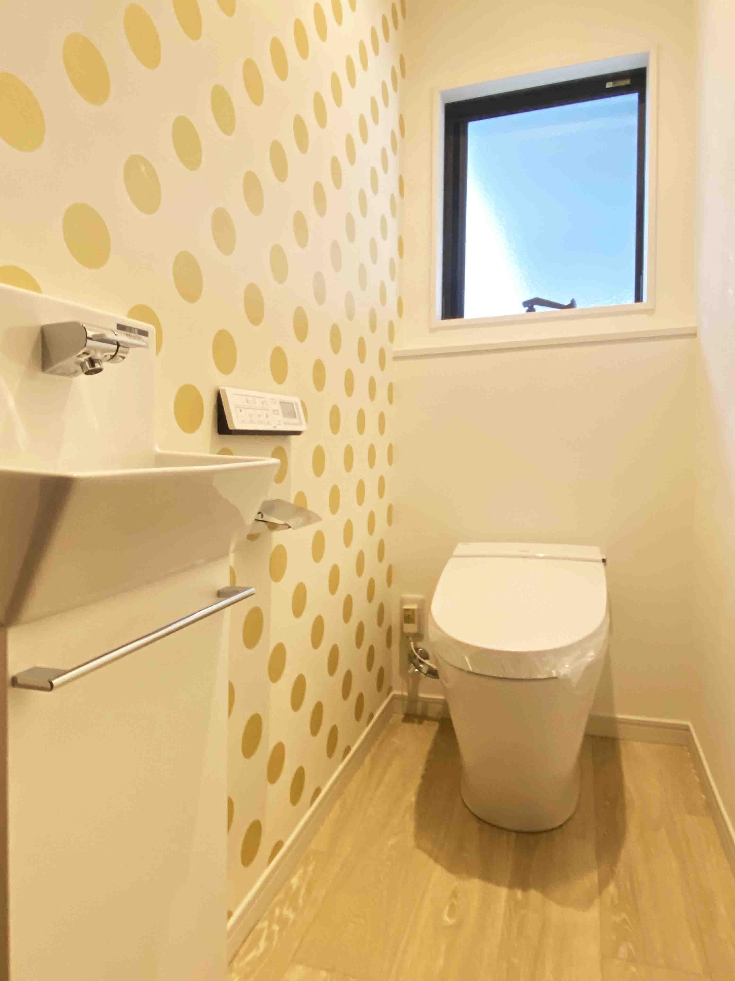 株式会社アンドクリエイト「うちカフェが楽しくなる家」のシンプル・ナチュラルなトイレの実例写真