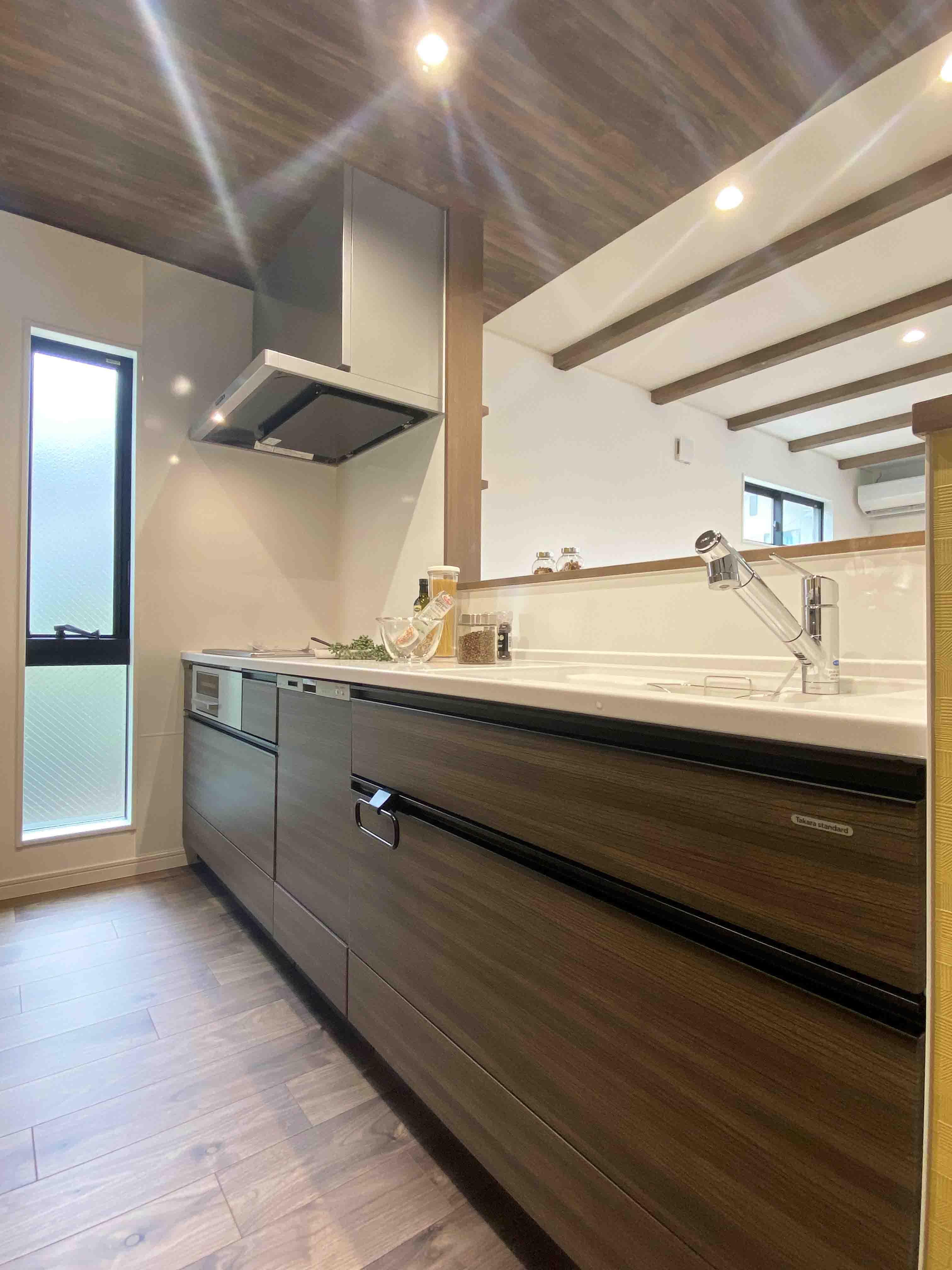 株式会社アンドクリエイト「うちカフェが楽しくなる家」のモダンなキッチンの実例写真