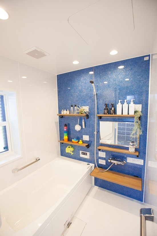 HASHIKEN「こどものための動線の家」のシンプル・ナチュラルな風呂・浴室の実例写真