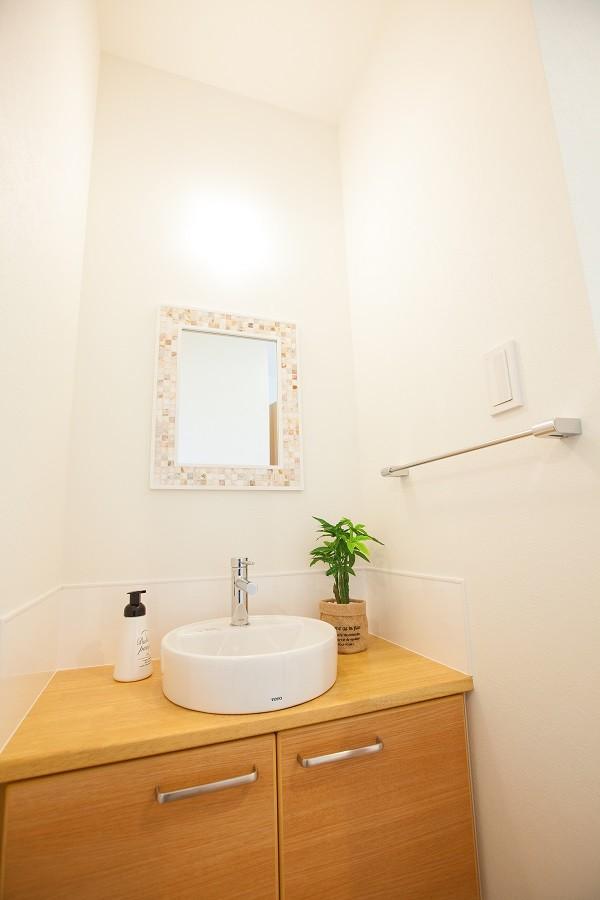 HASHIKEN「こどものための動線の家」のシンプル・ナチュラルな洗面所・脱衣所の実例写真