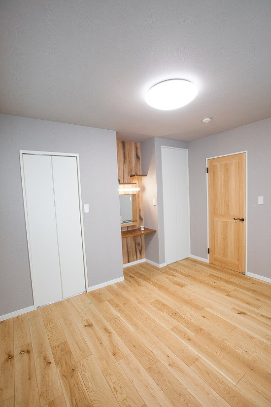 HASHIKEN「こどものための動線の家」のシンプル・ナチュラルな居室の実例写真