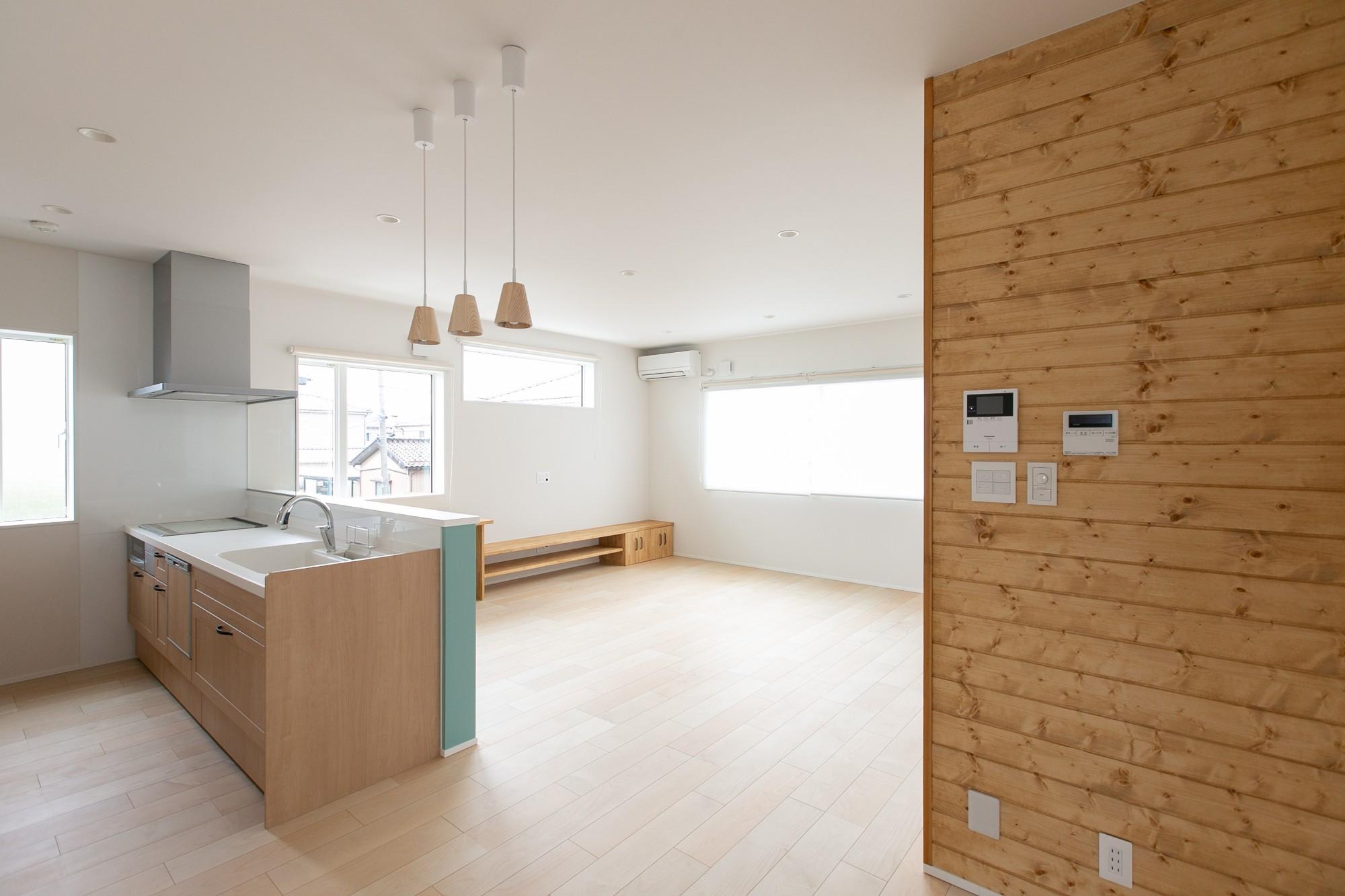 HASHIKEN「程よい距離の2世帯住宅」のシンプル・ナチュラルなリビング・ダイニングの実例写真