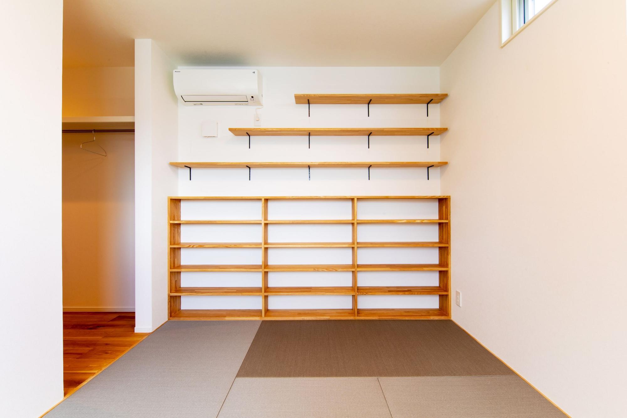 株式会社ゼロスタイル「吹き抜け×セメント×板張り」のシンプル・ナチュラル・モダン・自然素材な居室の実例写真