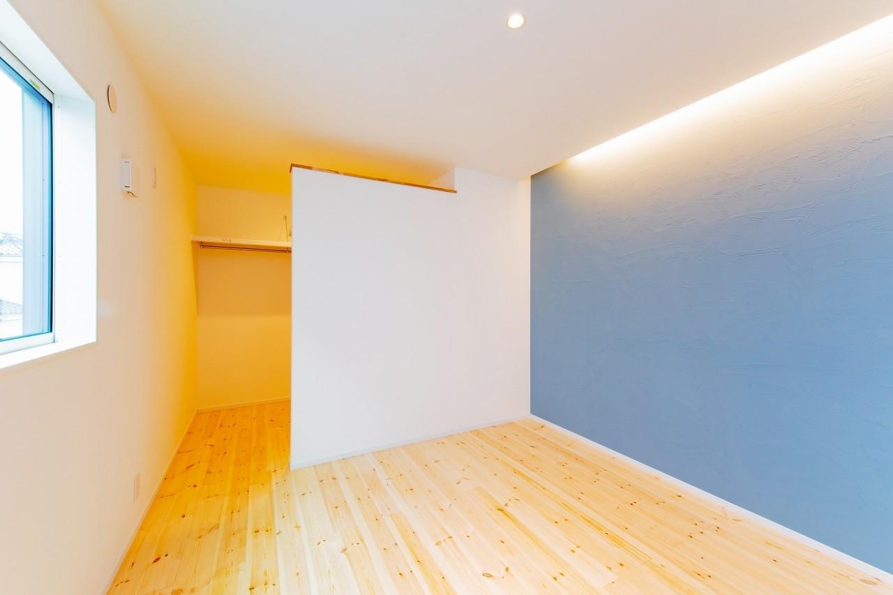 株式会社ゼロスタイル「モルタルアート×鉄骨階段×タタミスペース」のシンプル・ナチュラル・自然素材・北欧風な居室の実例写真