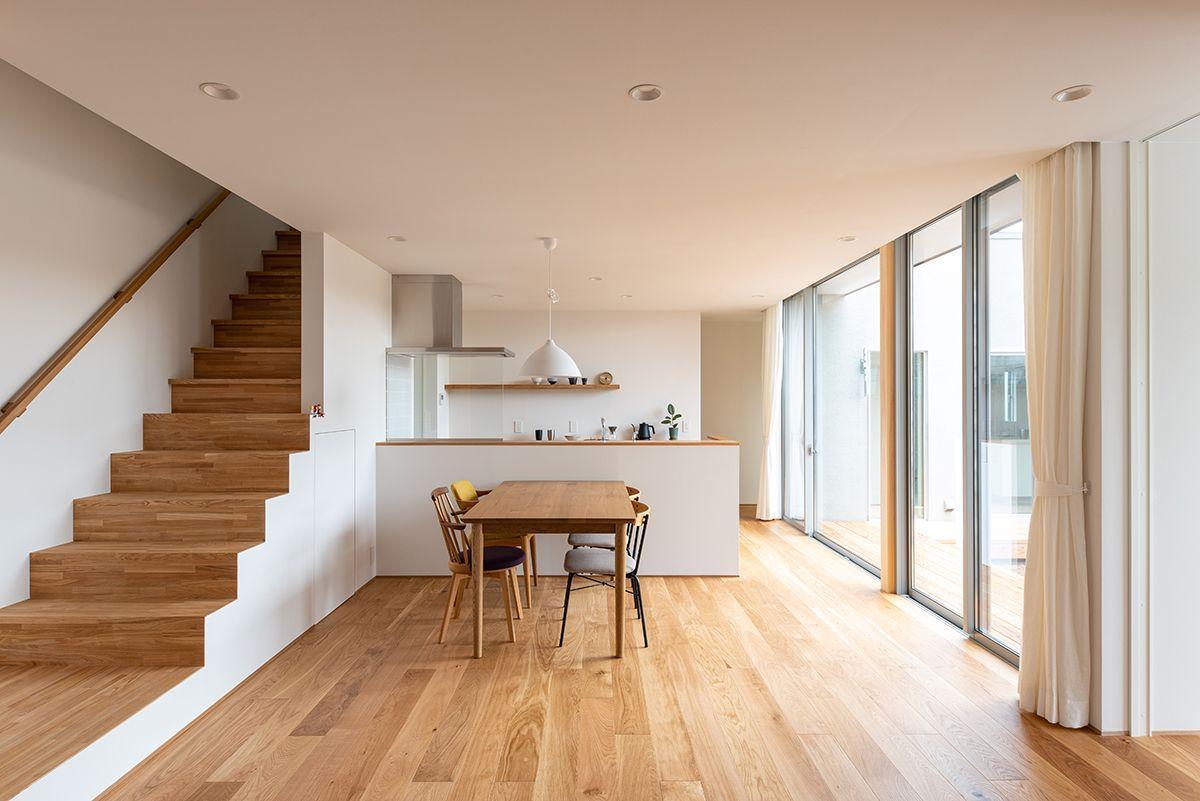 株式会社あかがわ建築設計室「対庭の家」のシンプル・ナチュラル・モダン・北欧風なリビング・ダイニングの実例写真