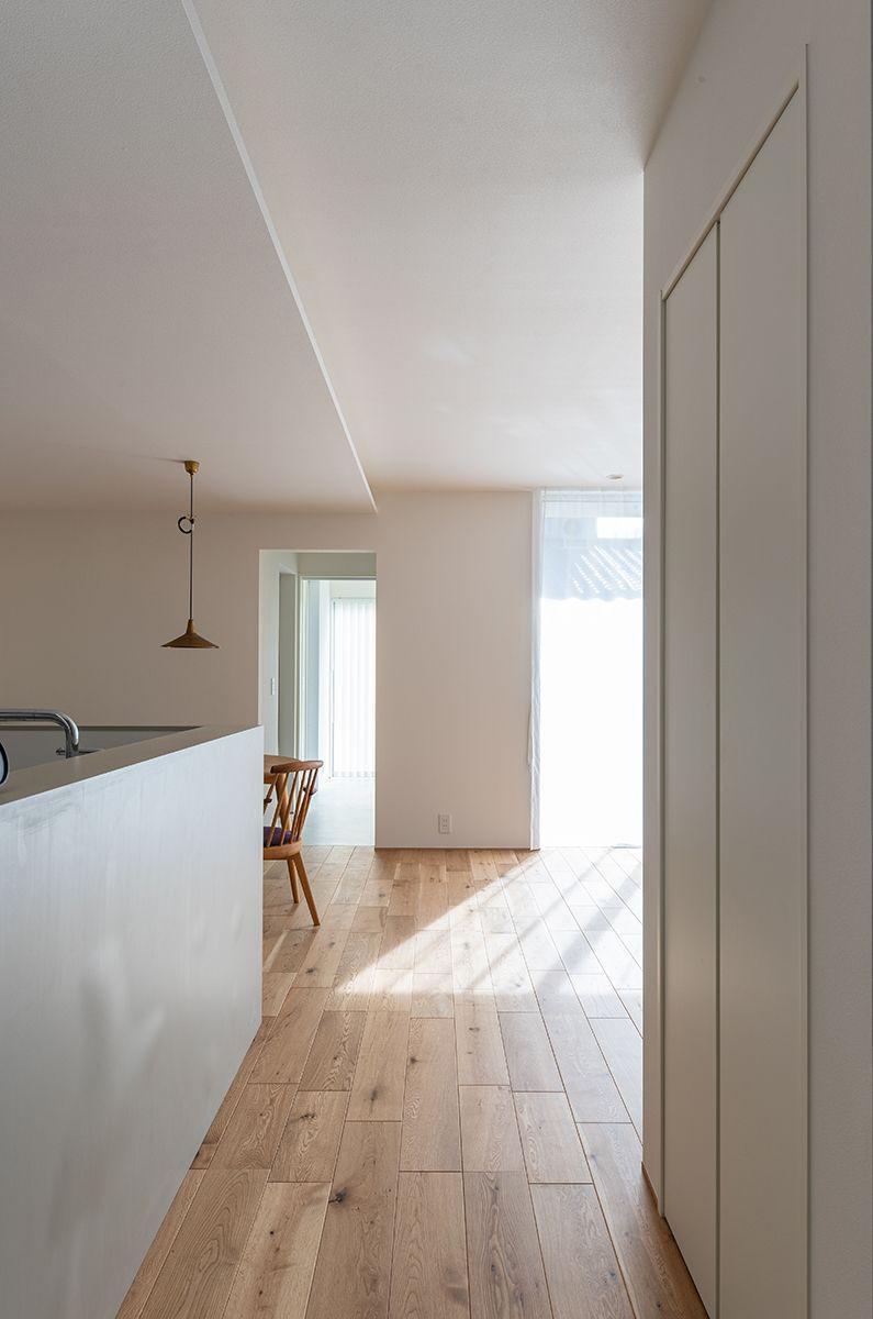 株式会社あかがわ建築設計室「静穏の家」のシンプル・ナチュラル・モダンな廊下の実例写真