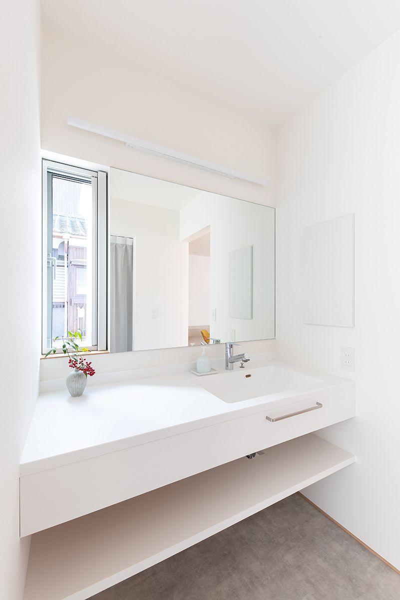 株式会社あかがわ建築設計室「静穏の家」のシンプル・ナチュラル・モダン・北欧風な洗面所・脱衣所の実例写真