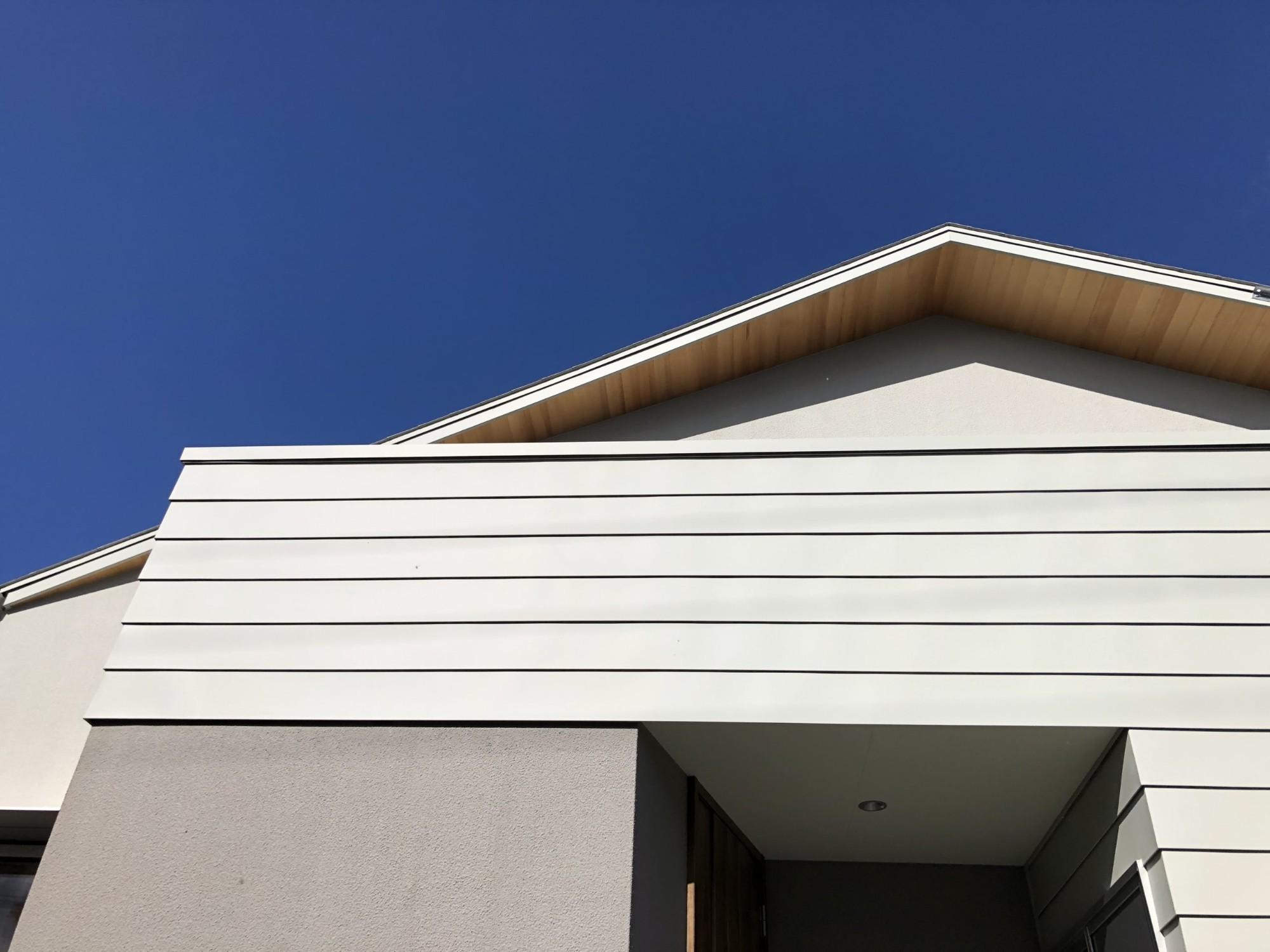 株式会社あかがわ建築設計室「包守の家」のシンプル・ナチュラル・モダンな外観の実例写真