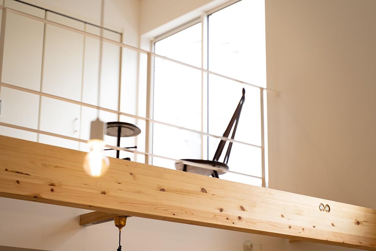 株式会社あかがわ建築設計室「包守の家」のシンプル・ナチュラル・モダンな廊下の実例写真