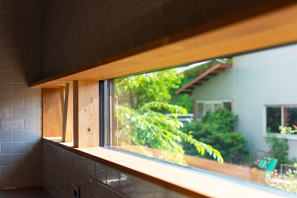 株式会社あかがわ建築設計室「離れの家」のシンプル・ナチュラル・モダンなキッチンの実例写真