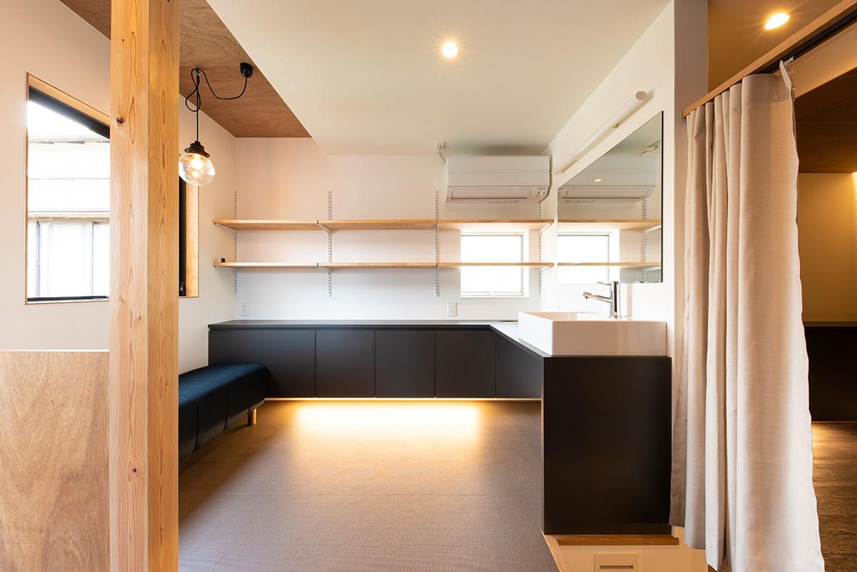 株式会社あかがわ建築設計室「離れの家」のシンプル・ナチュラル・モダンな洗面所・脱衣所の実例写真