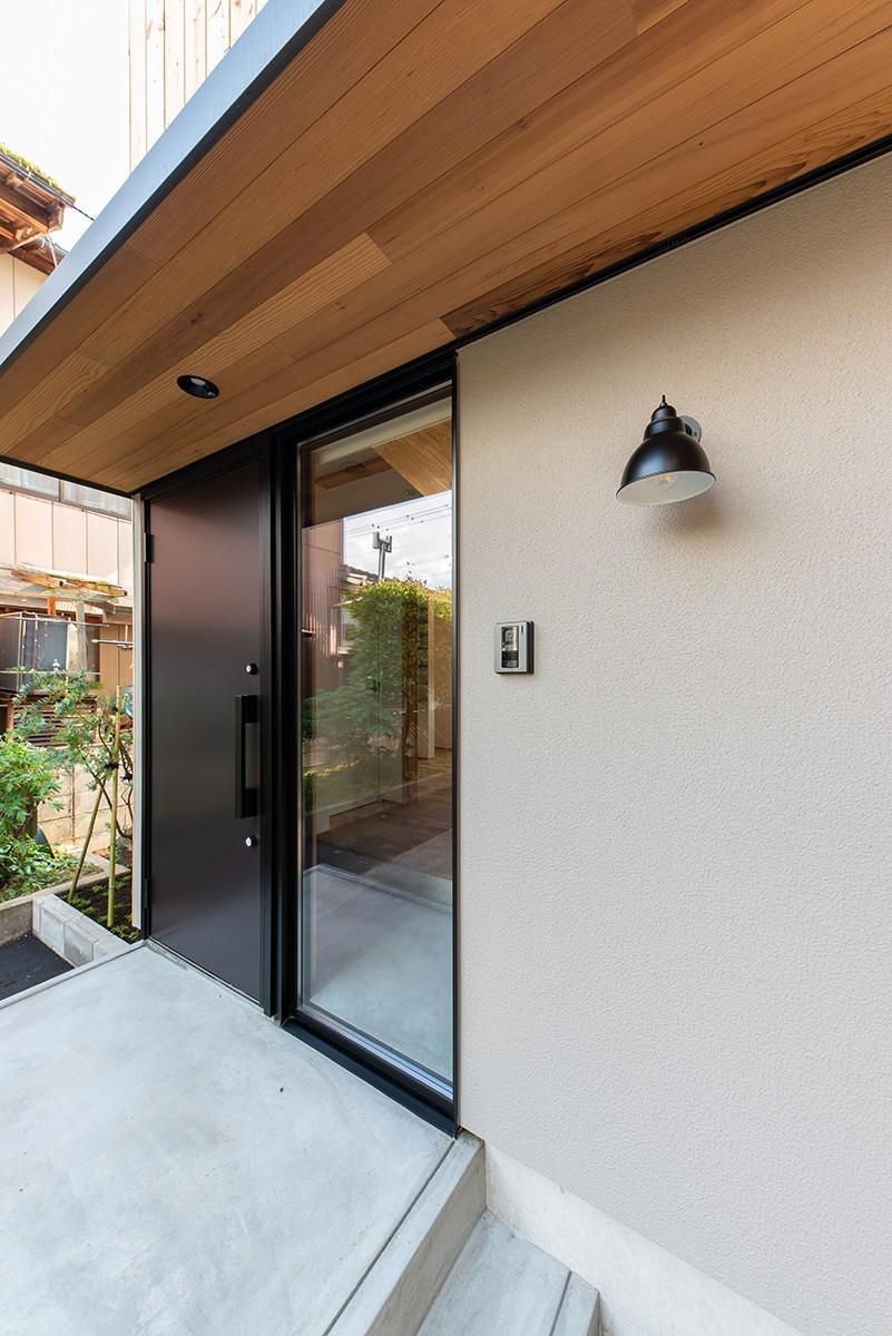 株式会社あかがわ建築設計室「離れの家」のシンプル・ナチュラル・モダンなポーチの実例写真
