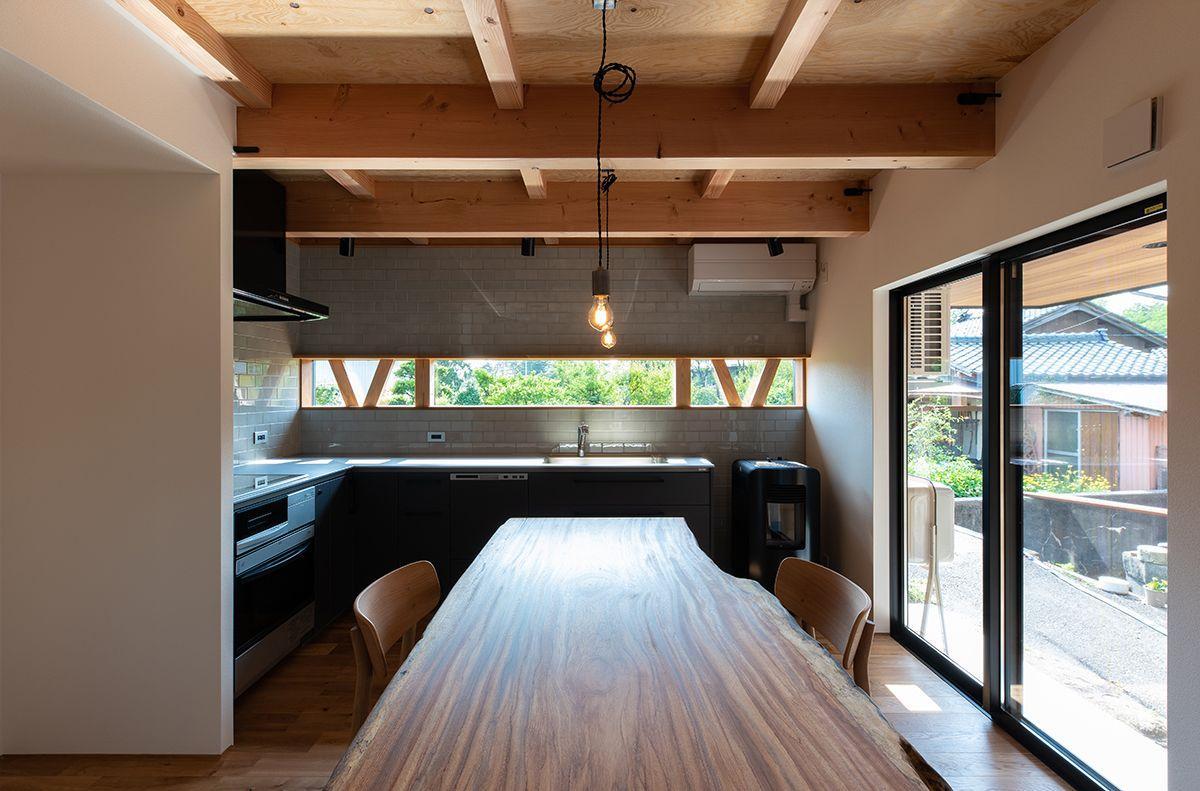株式会社あかがわ建築設計室「離れの家」のシンプル・ナチュラルなキッチンの実例写真