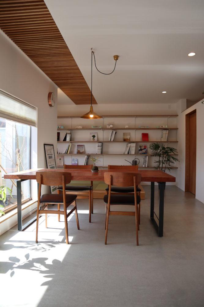株式会社あかがわ建築設計室「出窓の家」のシンプル・ナチュラル・モダンな実例写真