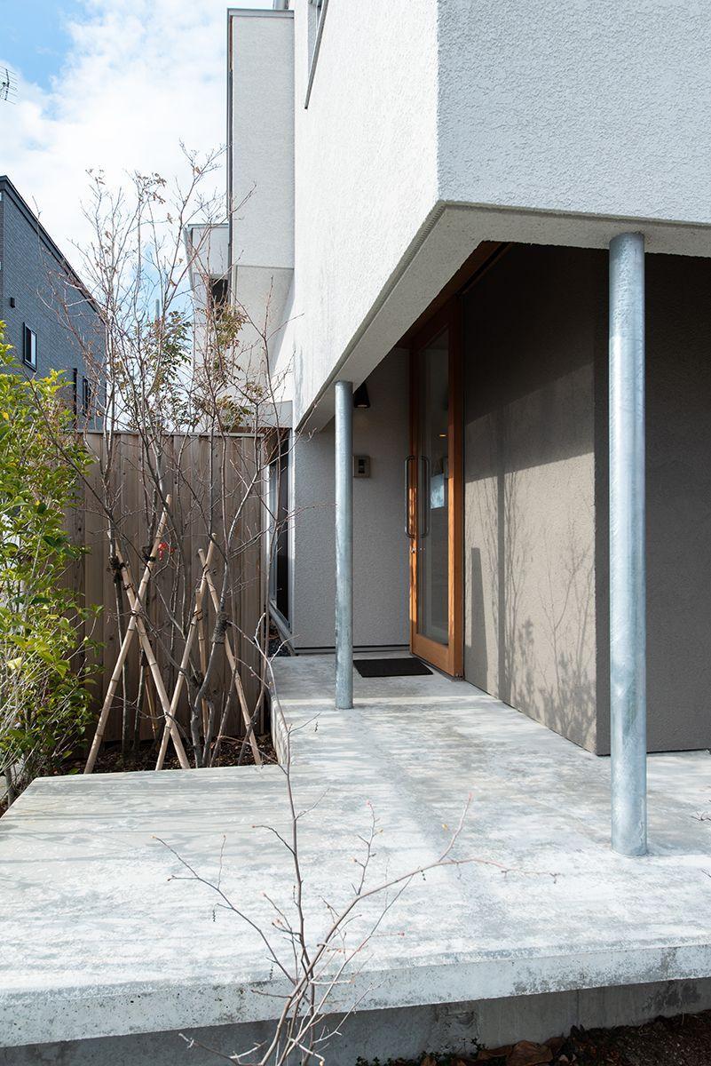 株式会社あかがわ建築設計室「出窓の家」のシンプル・ナチュラル・モダンな庭・デッキ・縁側の実例写真