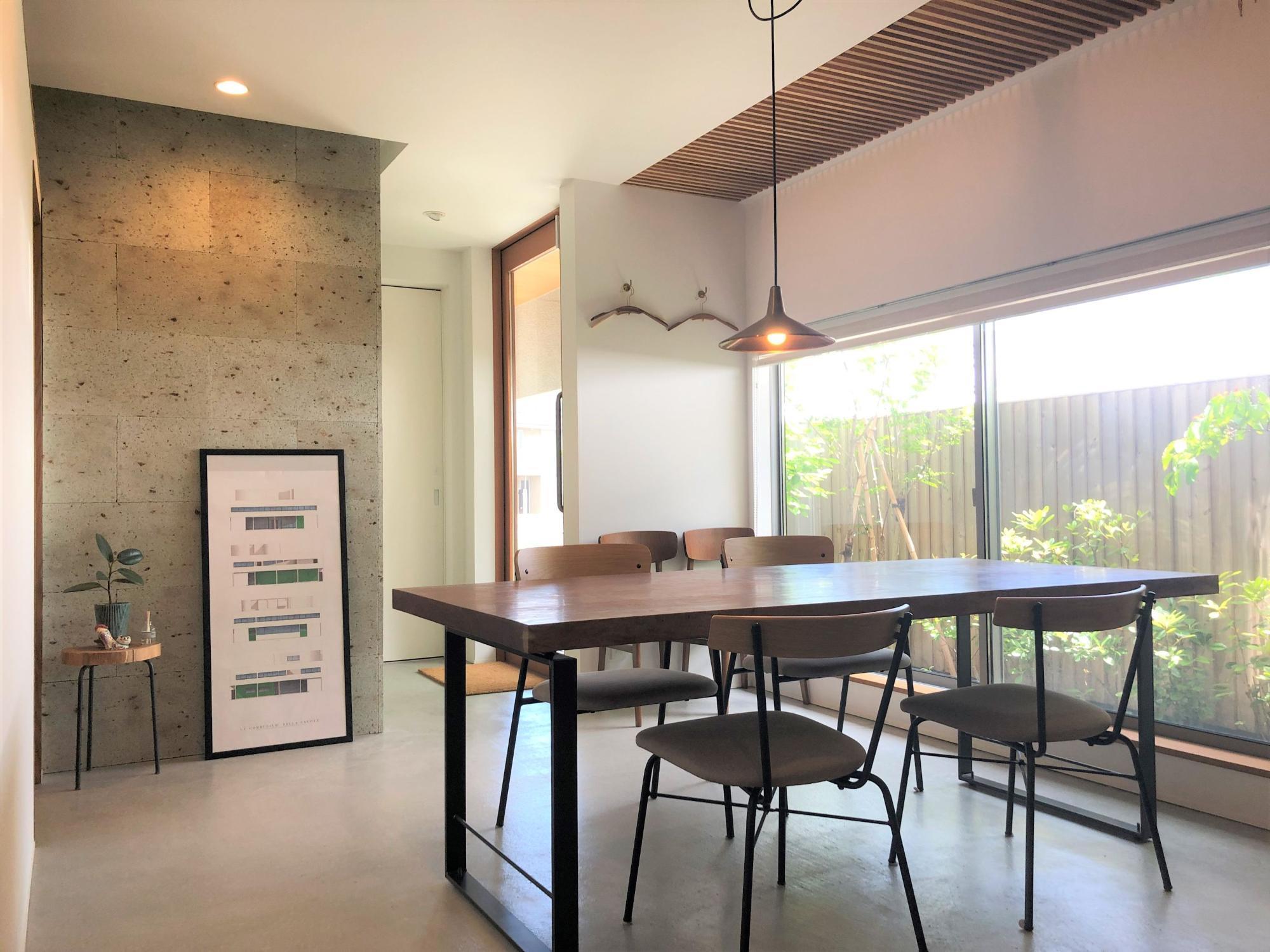 株式会社あかがわ建築設計室「出窓の家」のシンプル・ナチュラル・モダン・北欧風なundefinedの実例写真
