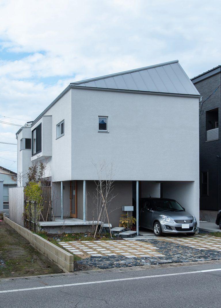 株式会社あかがわ建築設計室「出窓の家」のシンプル・ナチュラル・モダンな外観の実例写真