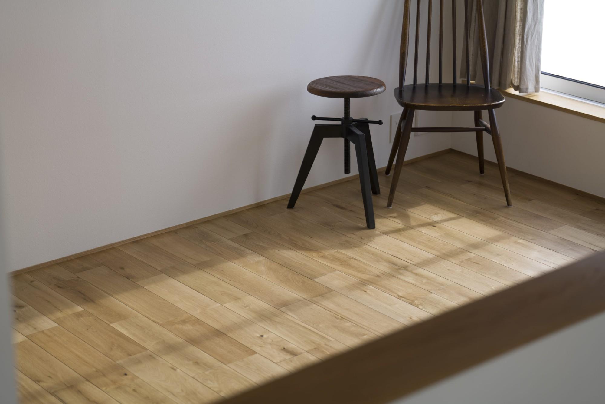 株式会社あかがわ建築設計室「悠遠の家」のシンプル・ナチュラル・自然素材な廊下の実例写真