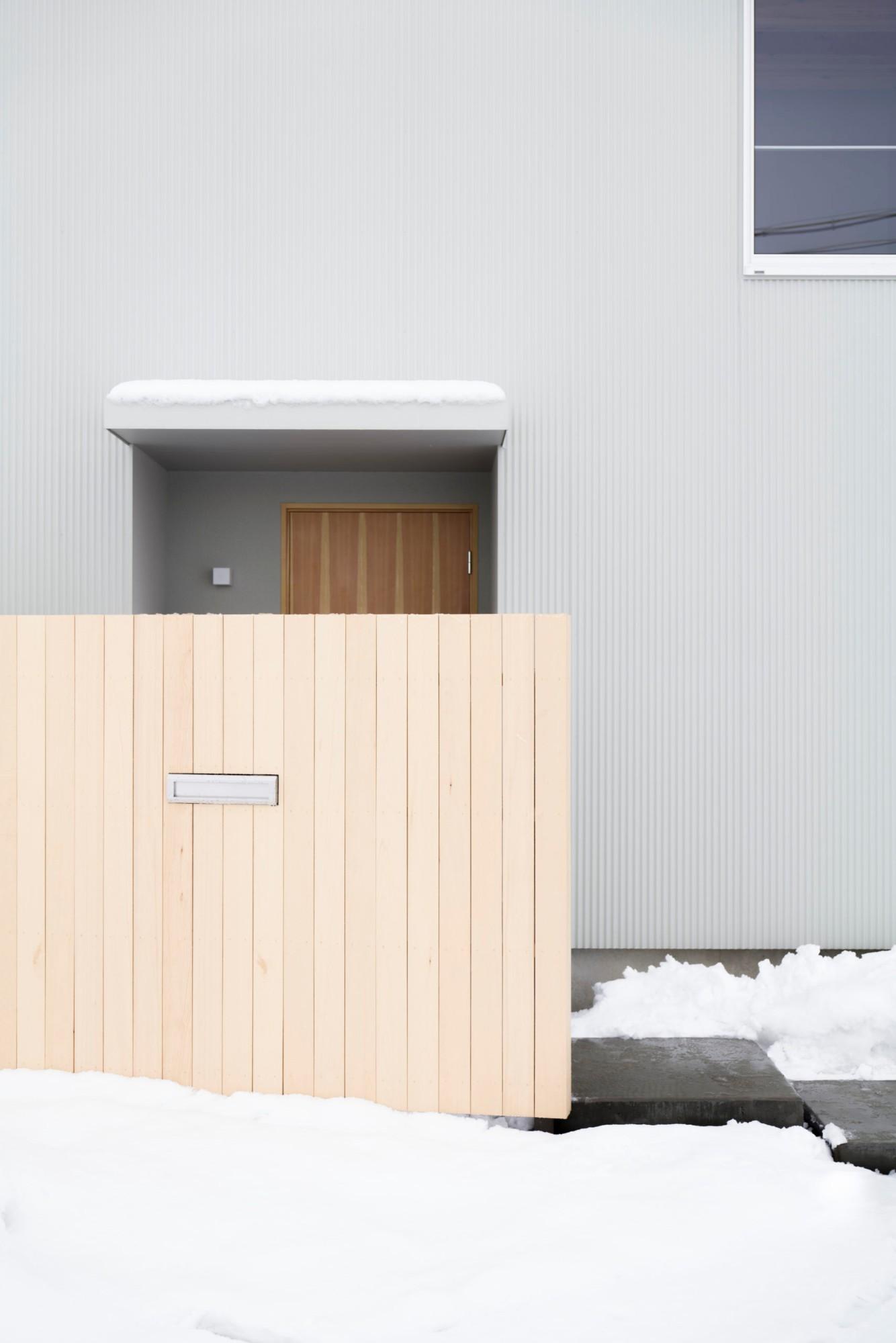 株式会社あかがわ建築設計室「悠遠の家」のシンプル・ナチュラル・自然素材な外観の実例写真