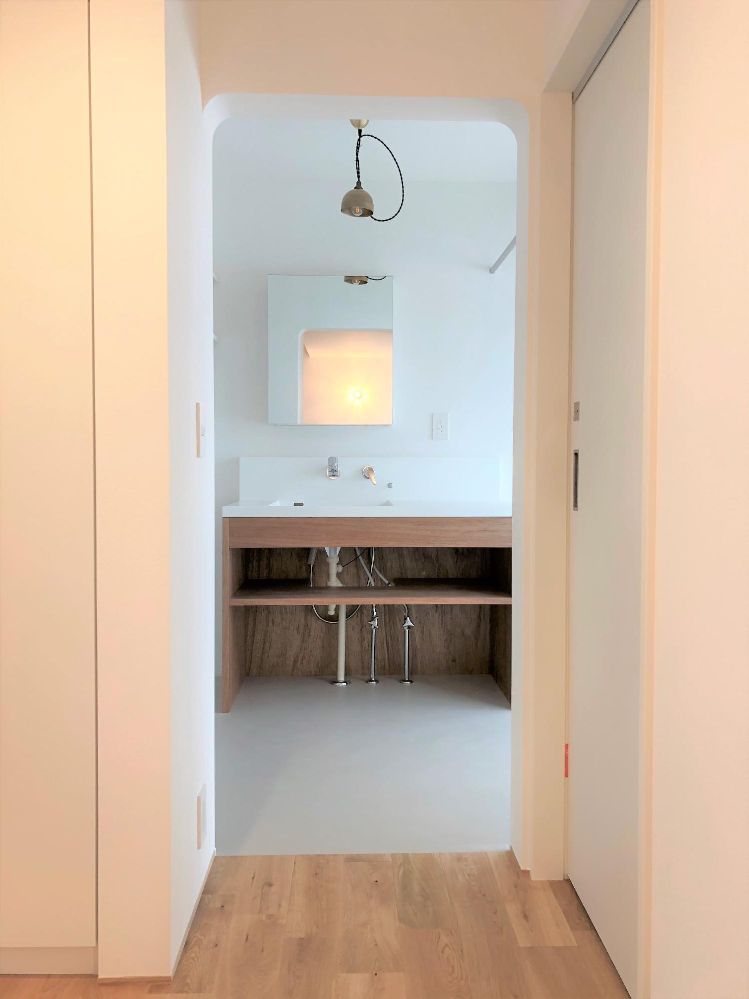 株式会社あかがわ建築設計室「悠遠の家」のシンプル・ナチュラル・自然素材な洗面所・脱衣所の実例写真