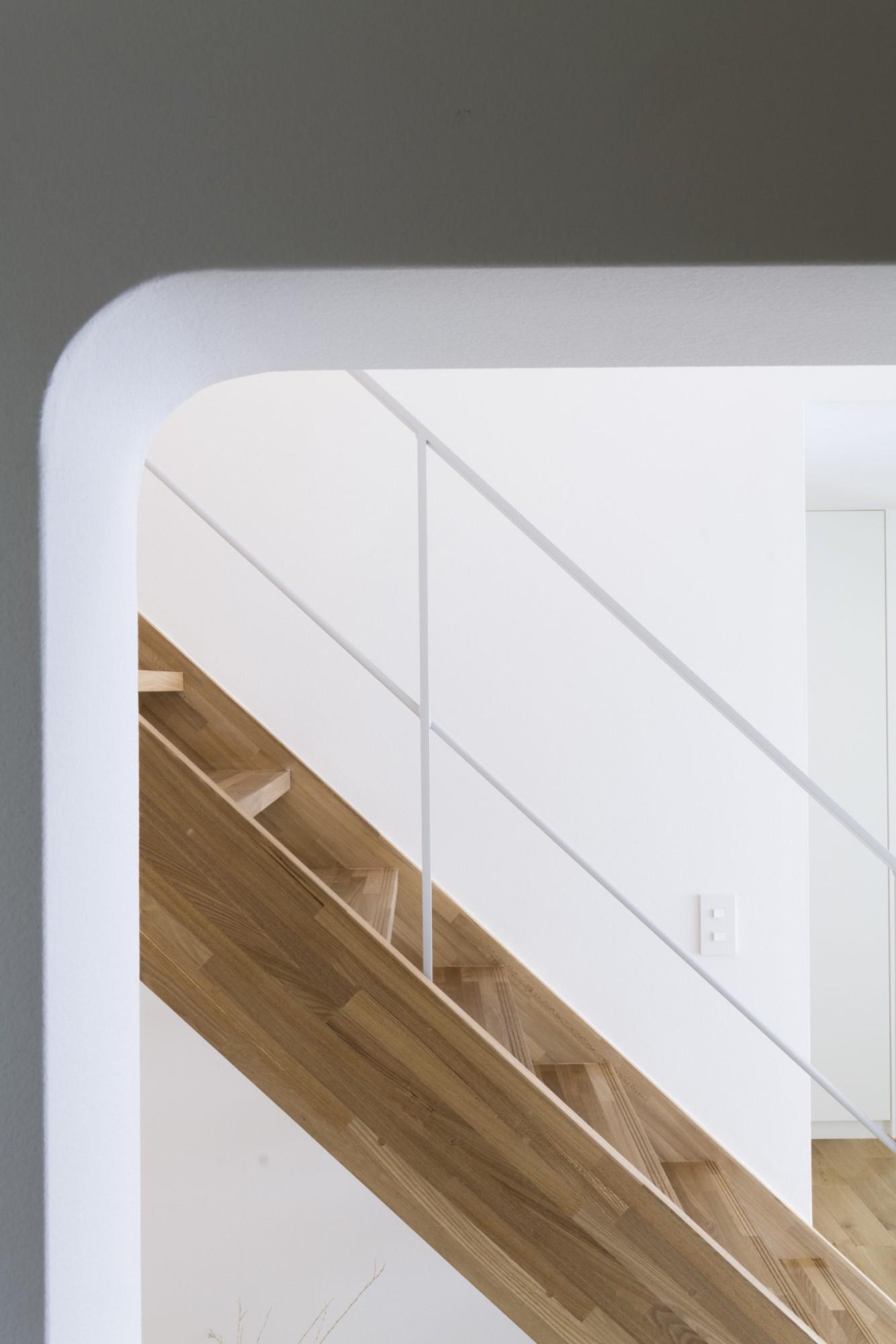 株式会社あかがわ建築設計室「悠遠の家」のシンプル・ナチュラル・自然素材な階段の実例写真
