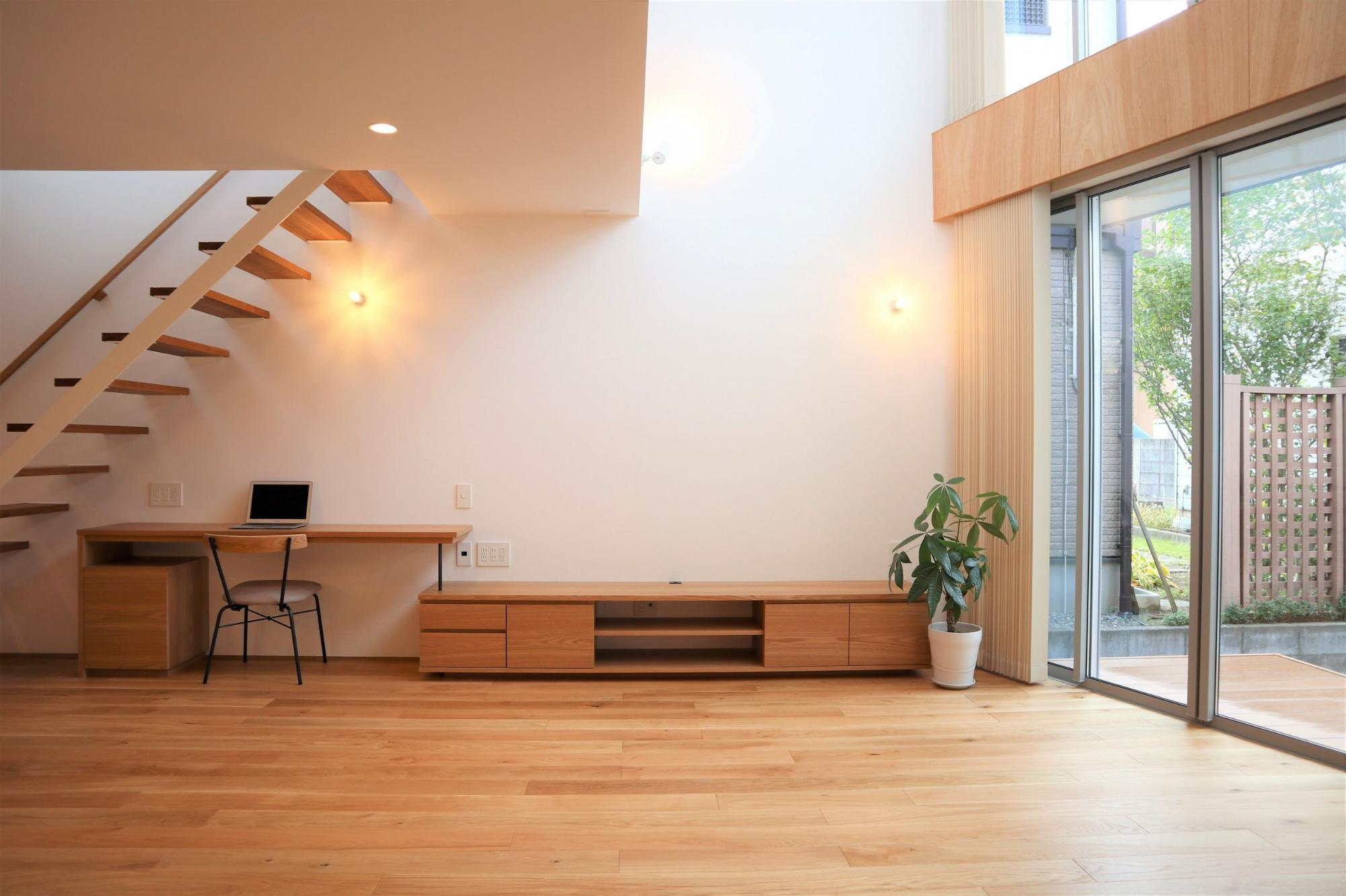 株式会社あかがわ建築設計室「斜光の家」のシンプル・ナチュラル・モダン・北欧風なリビング・ダイニングの実例写真