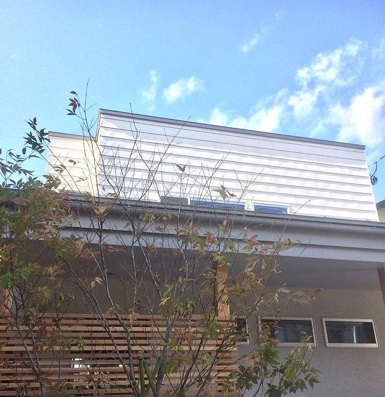 株式会社あかがわ建築設計室「斜光の家」のシンプル・ナチュラル・モダンな外観の実例写真