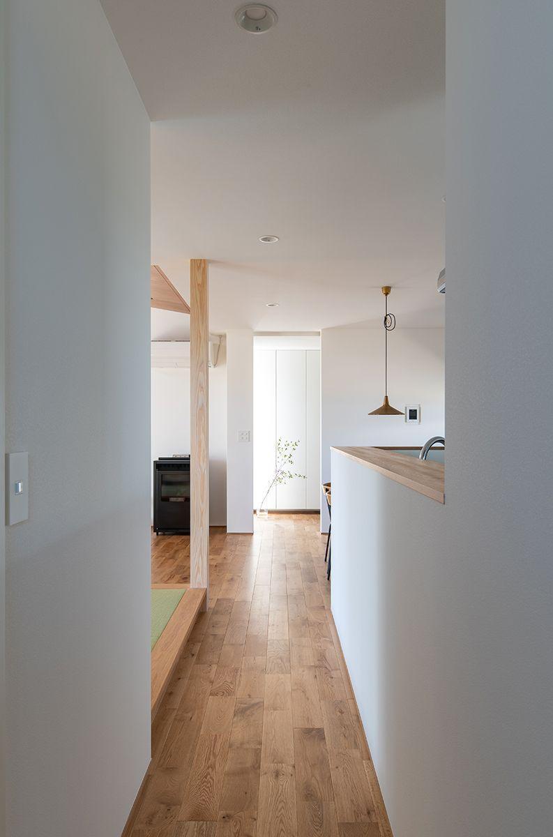 株式会社あかがわ建築設計室「雄景の家」のシンプル・ナチュラル・モダン・自然素材な廊下の実例写真