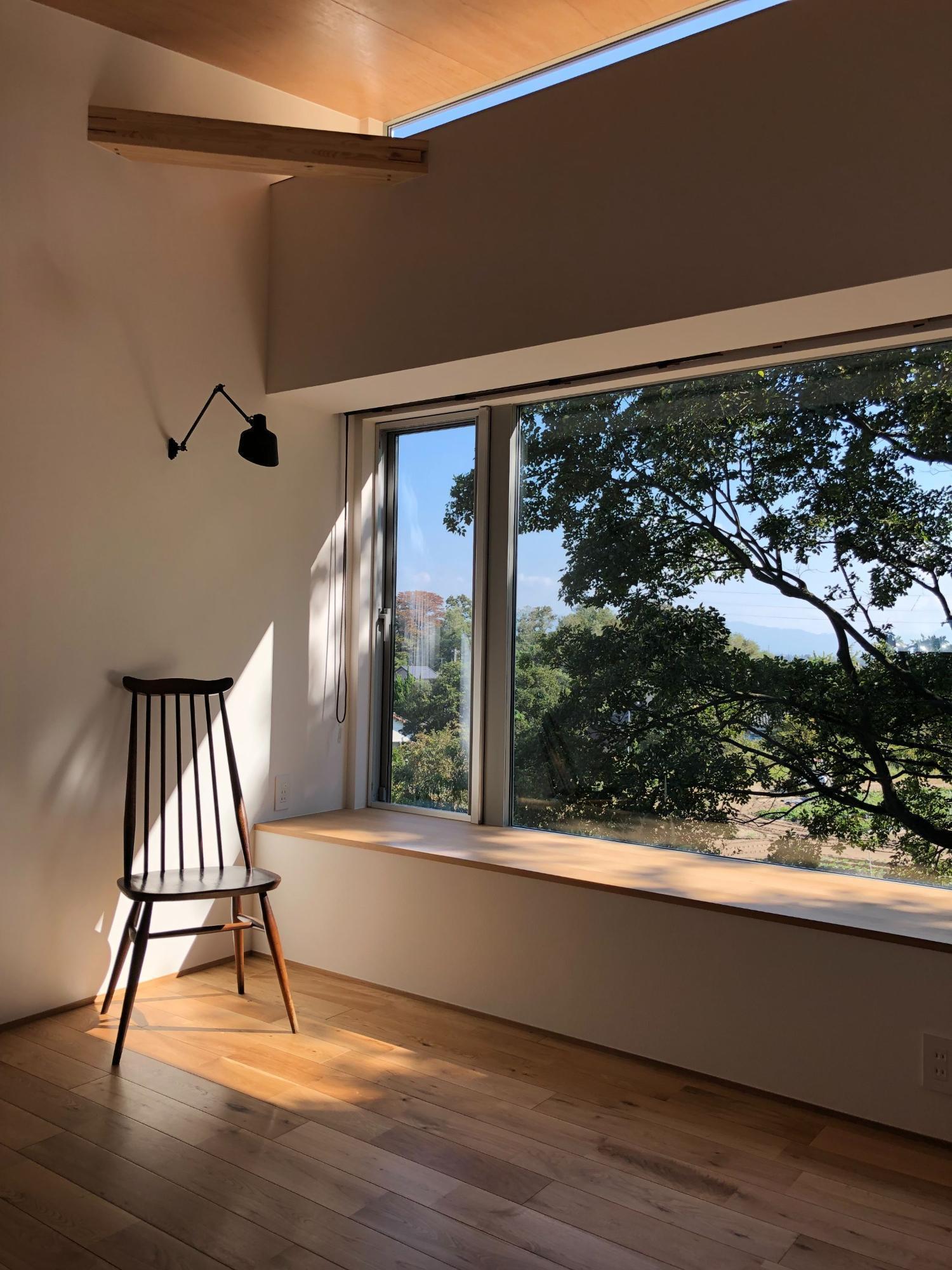 株式会社あかがわ建築設計室「雄景の家」のシンプル・ナチュラル・モダン・自然素材なリビング・ダイニングの実例写真