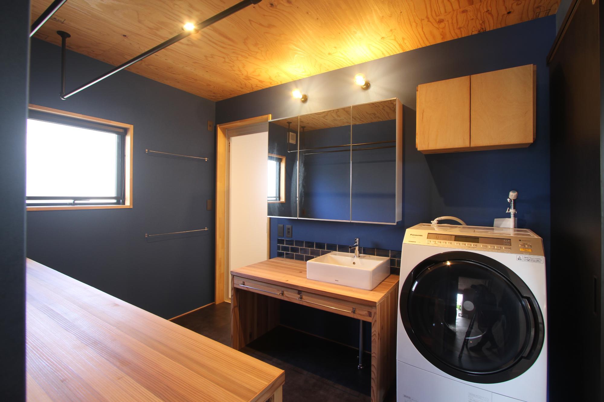 (株)難波産業「木のぬくもりと日差し溢れる木の家」の風呂・浴室の実例写真