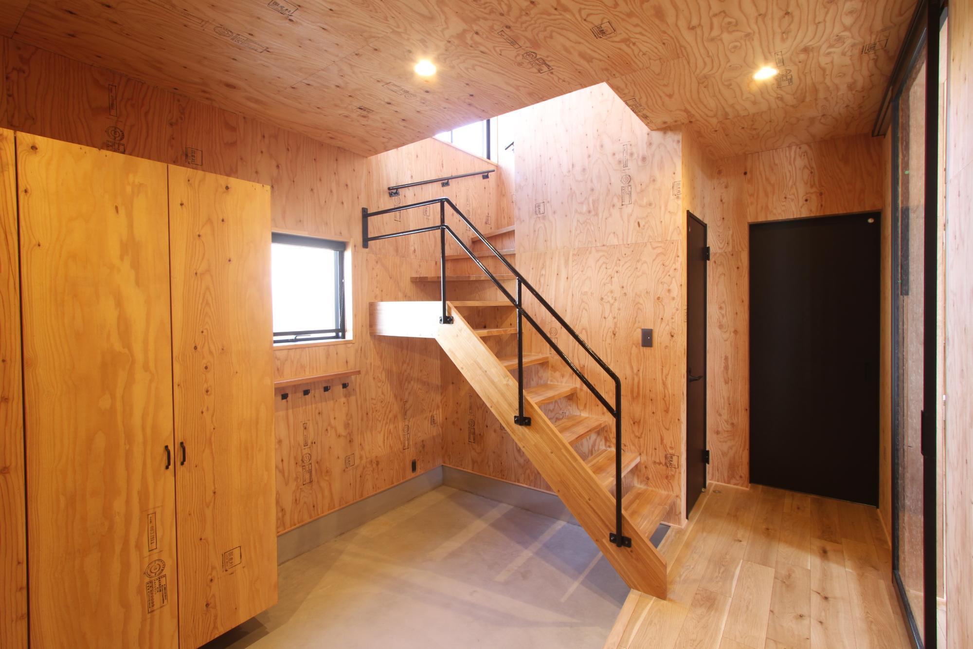 (株)難波産業「木のぬくもりと日差し溢れる木の家」の玄関の実例写真