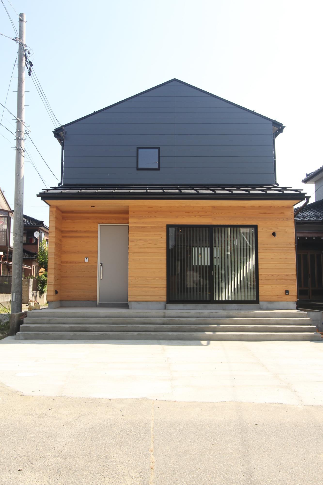 (株)難波産業「木のぬくもりと日差し溢れる木の家」の外観の実例写真