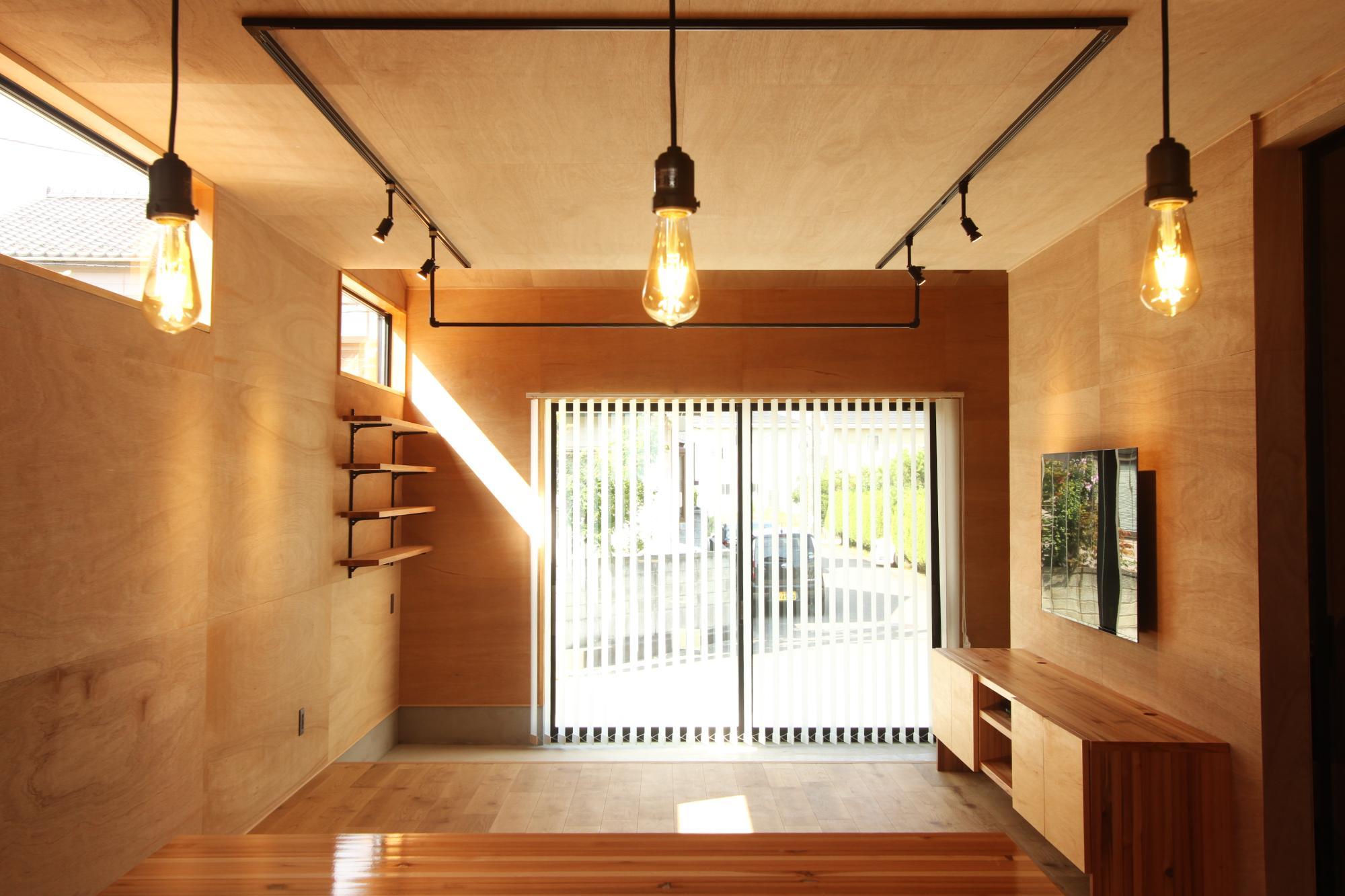 (株)難波産業「木のぬくもりと日差し溢れる木の家」のリビング・ダイニングの実例写真