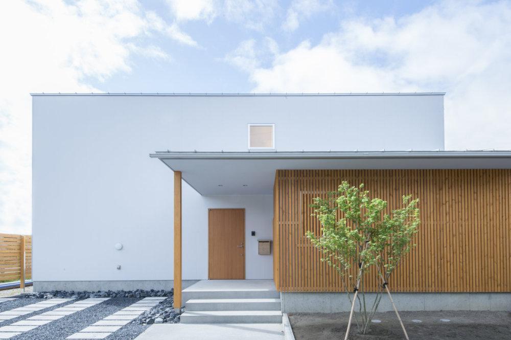 1. 耐震等級3のデザイン住宅。家族と暮らしの安心性能