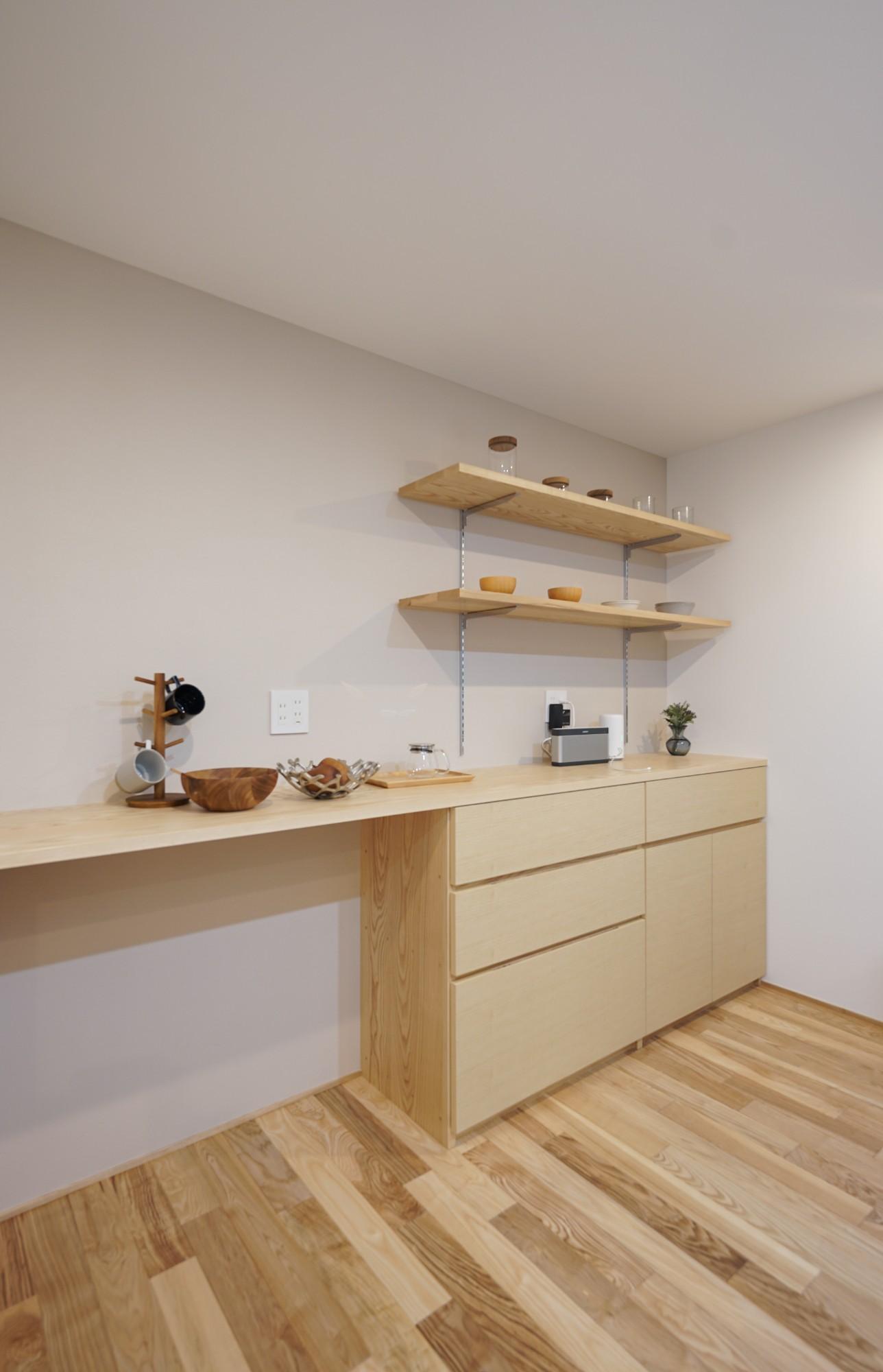 株式会社ユースフルハウス「吹き抜けのあるプライベートな住まい」のシンプル・ナチュラルなキッチンの実例写真