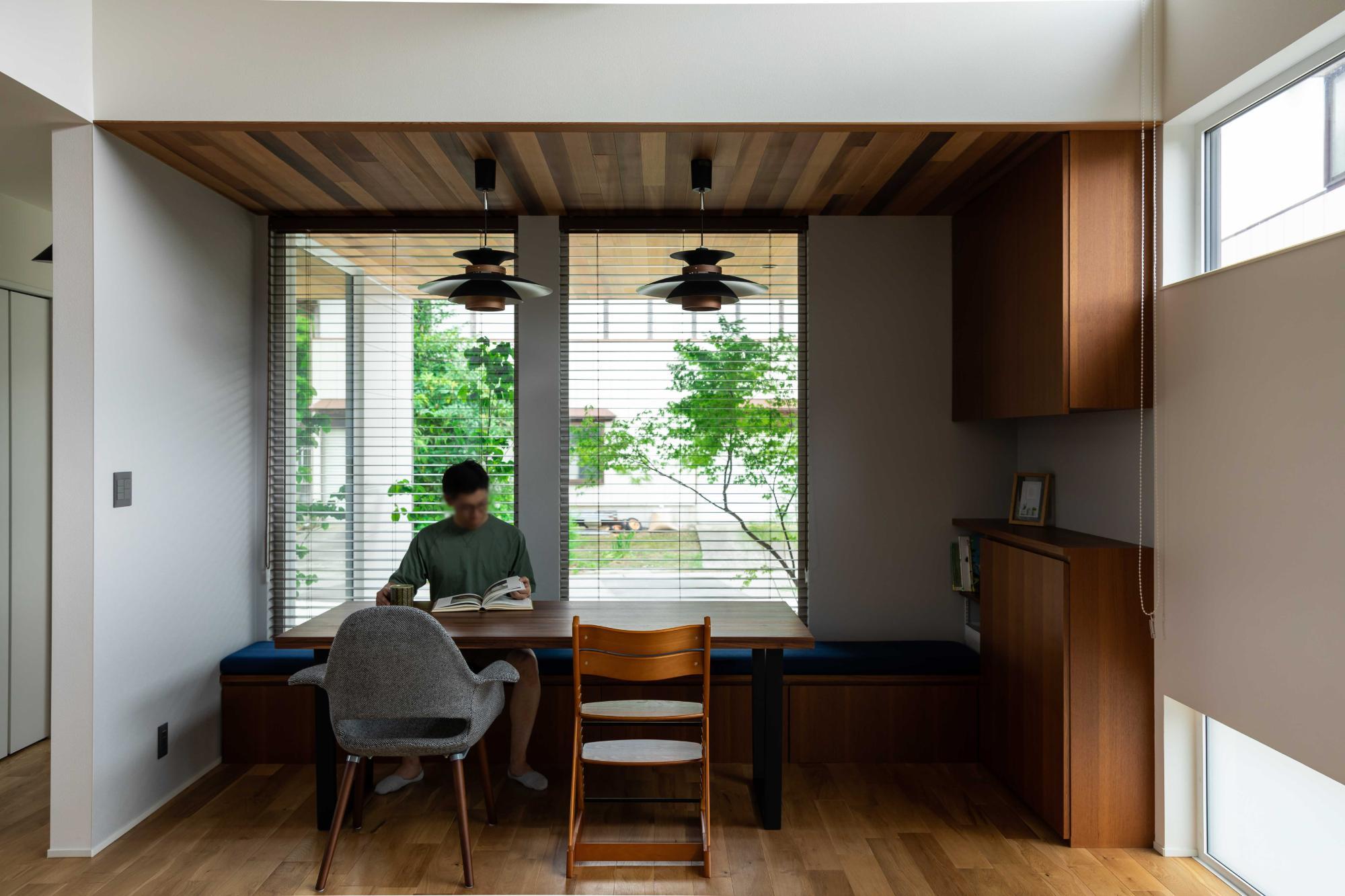 緑が映える大屋根の家の写真5