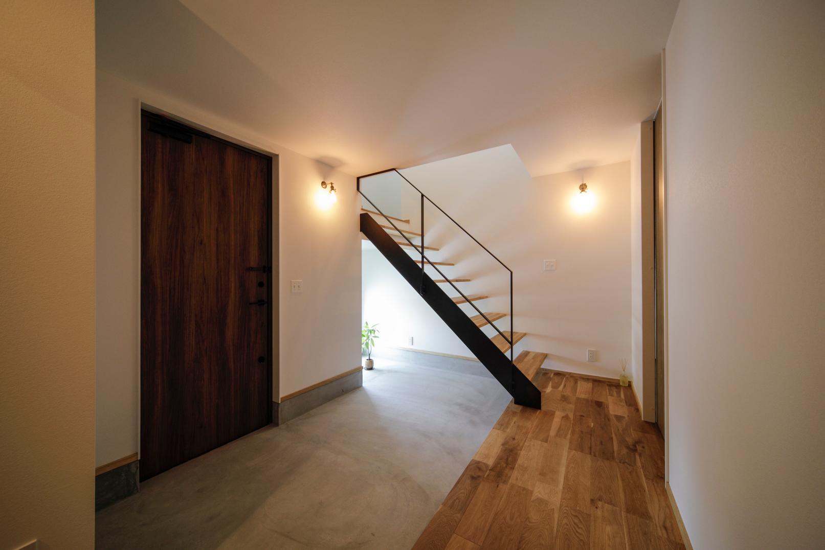株式会社ユースフルハウス「眺望のある暮らし」のシンプル・ナチュラル・モダン・インダストリアル・ブルックリンスタイルな玄関の実例写真