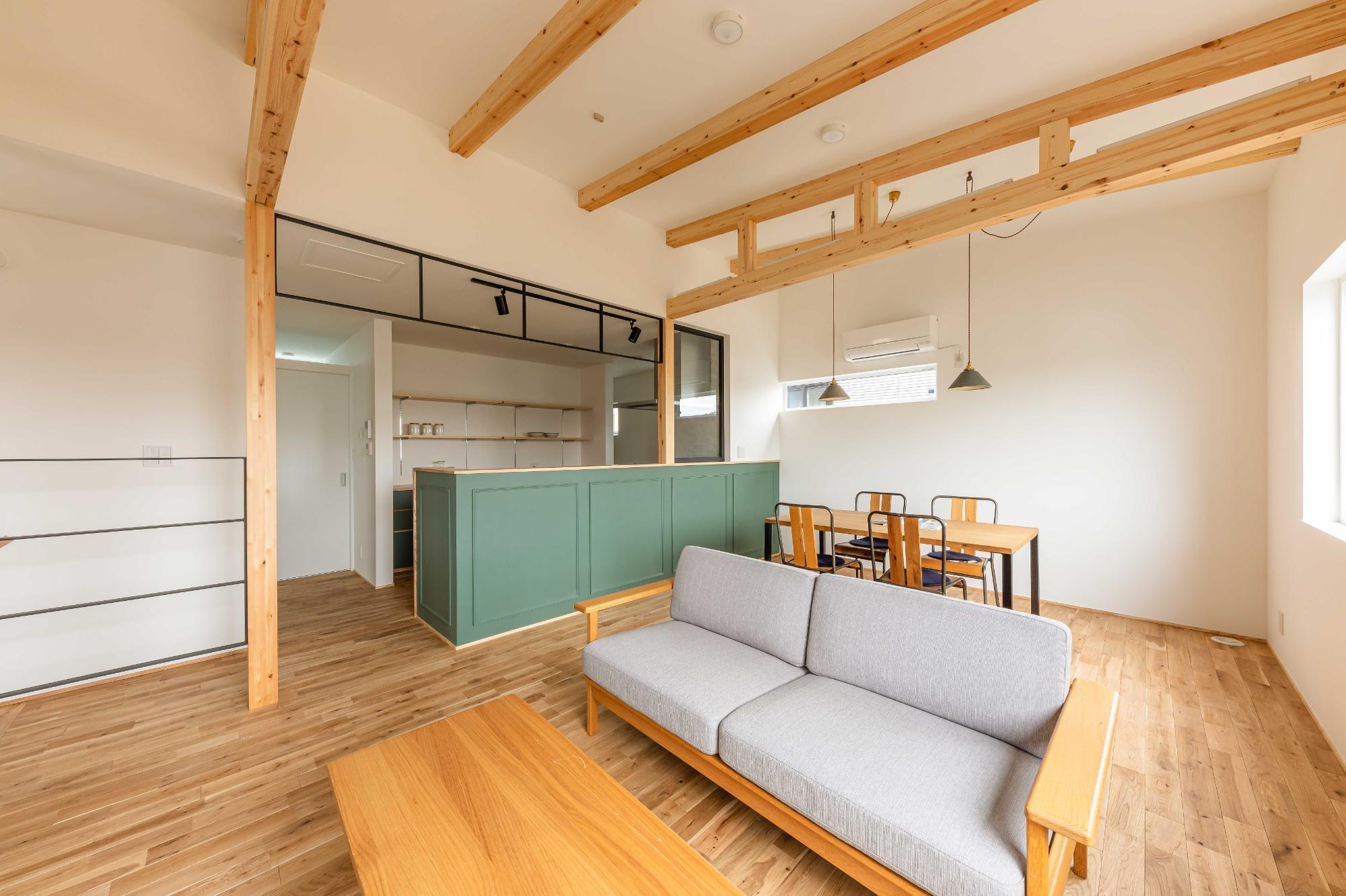 株式会社ユースフルハウス「狭小地の家」のシンプル・ナチュラルなリビング・ダイニングの実例写真