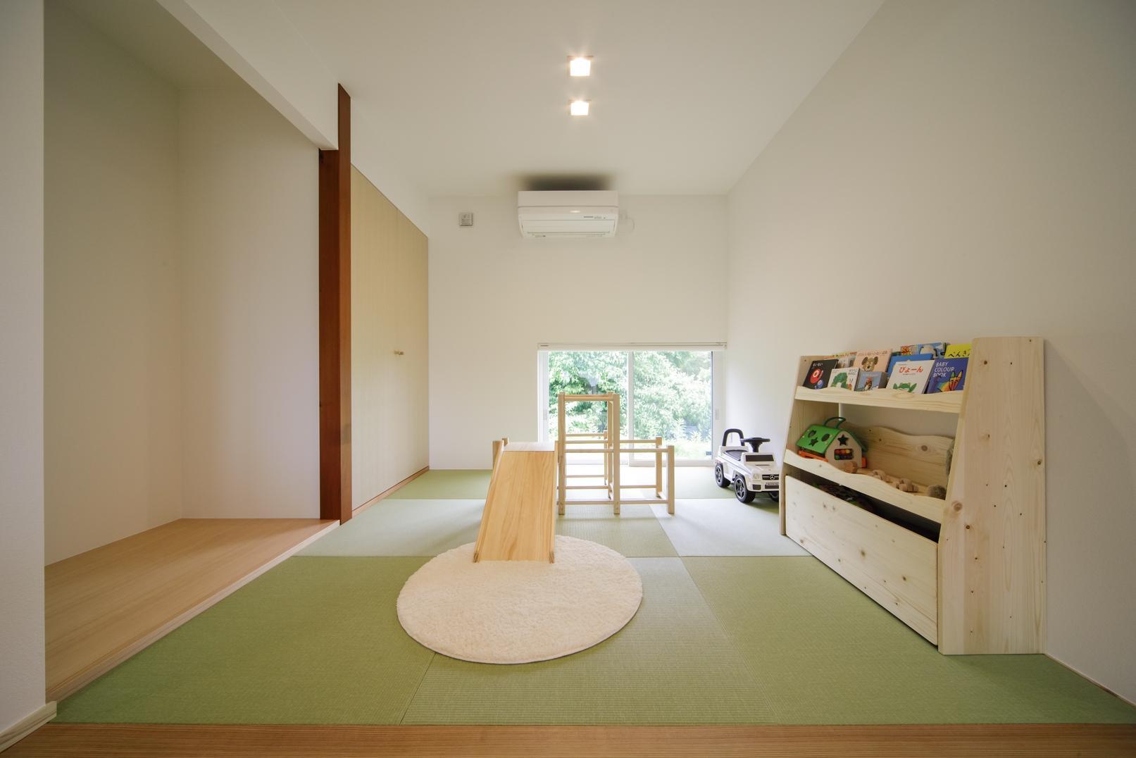 株式会社ユースフルハウス「薪ストーブのあるガレージハウス」のシンプル・ナチュラル・モダン・和風・和モダンな居室の実例写真