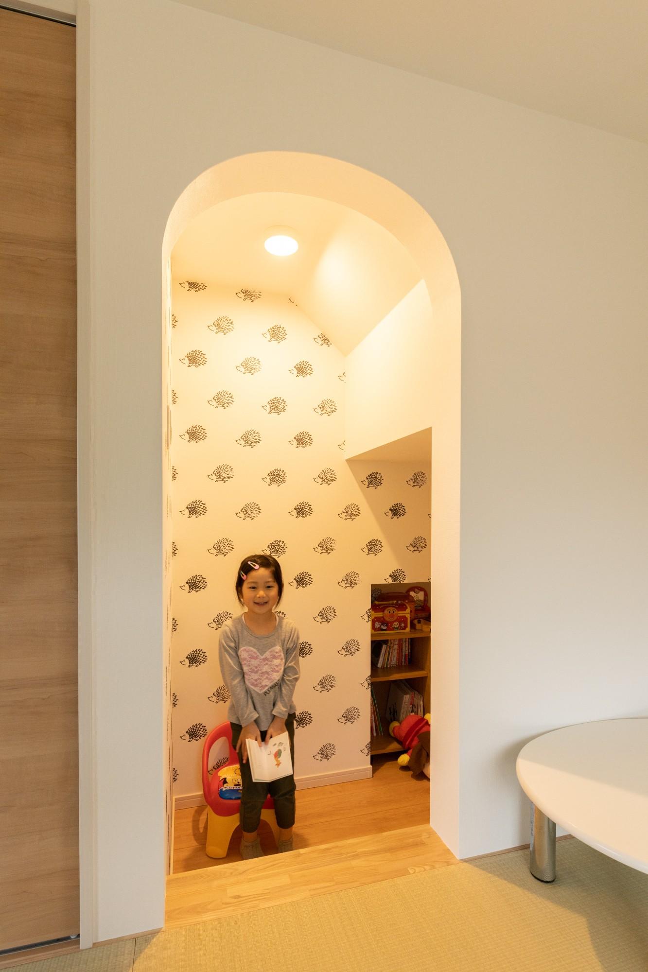階段下を子どもの秘密基地に