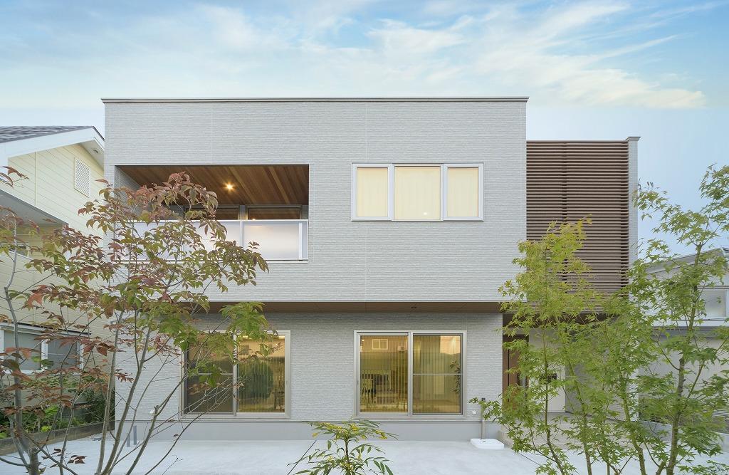クーディーホーム【アスカ創建】「リビングでの時間が増える、スキップフロアのある家」のモダンな外観の実例写真