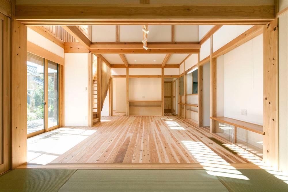 和モダンテイストの大屋根の家の写真2