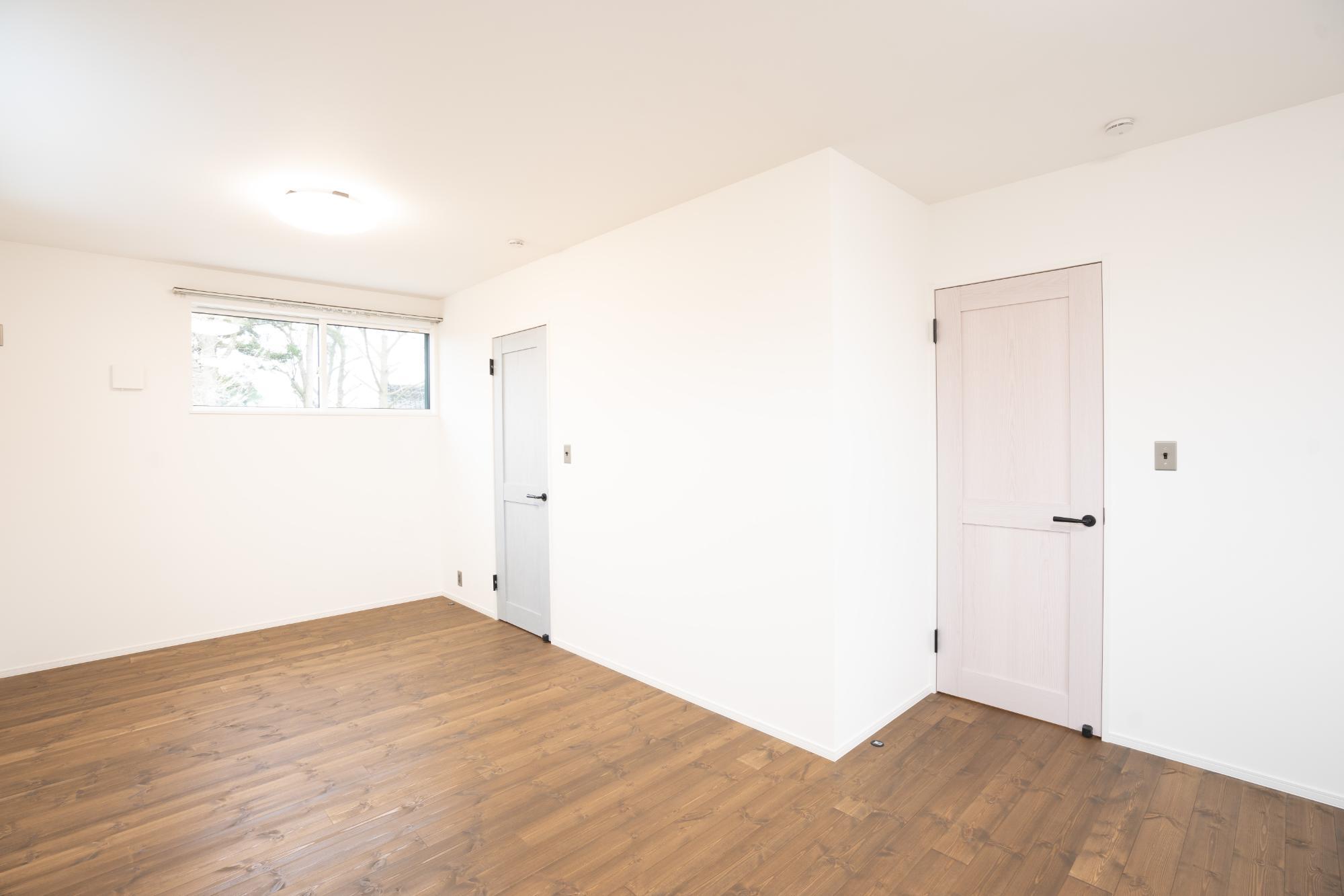 株式会社 山築「MODARN  CUBE STYLE」のシンプル・ナチュラル・北欧風な居室の実例写真
