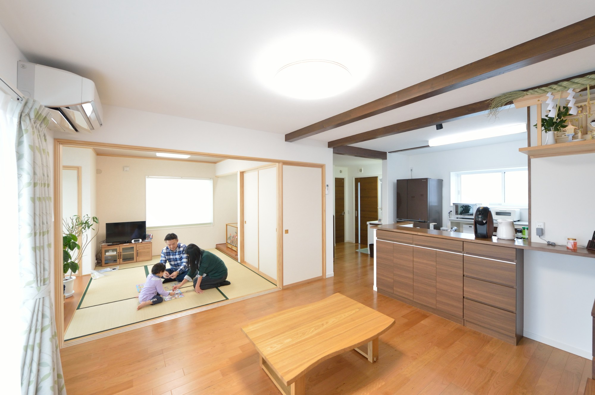 家'Sハセガワ株式会社「Spring share house ~春を分けあう家~」のシンプル・ナチュラルなリビング・ダイニングの実例写真