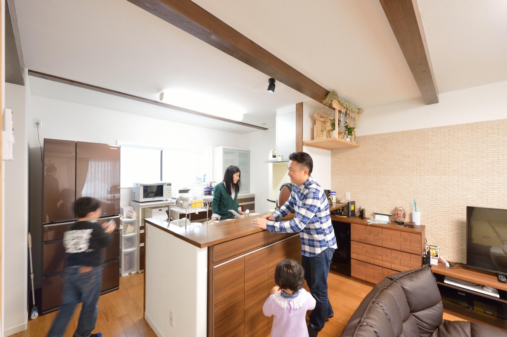 家'Sハセガワ株式会社「Spring share house ~春を分けあう家~」のシンプル・ナチュラルなキッチンの実例写真