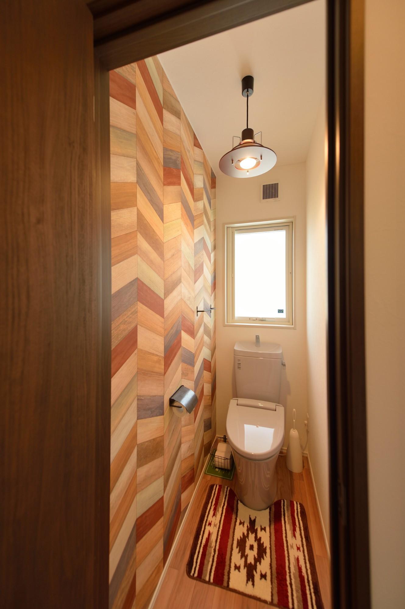 家'Sハセガワ株式会社「サニースタイルハウス」の西海岸風なトイレの実例写真