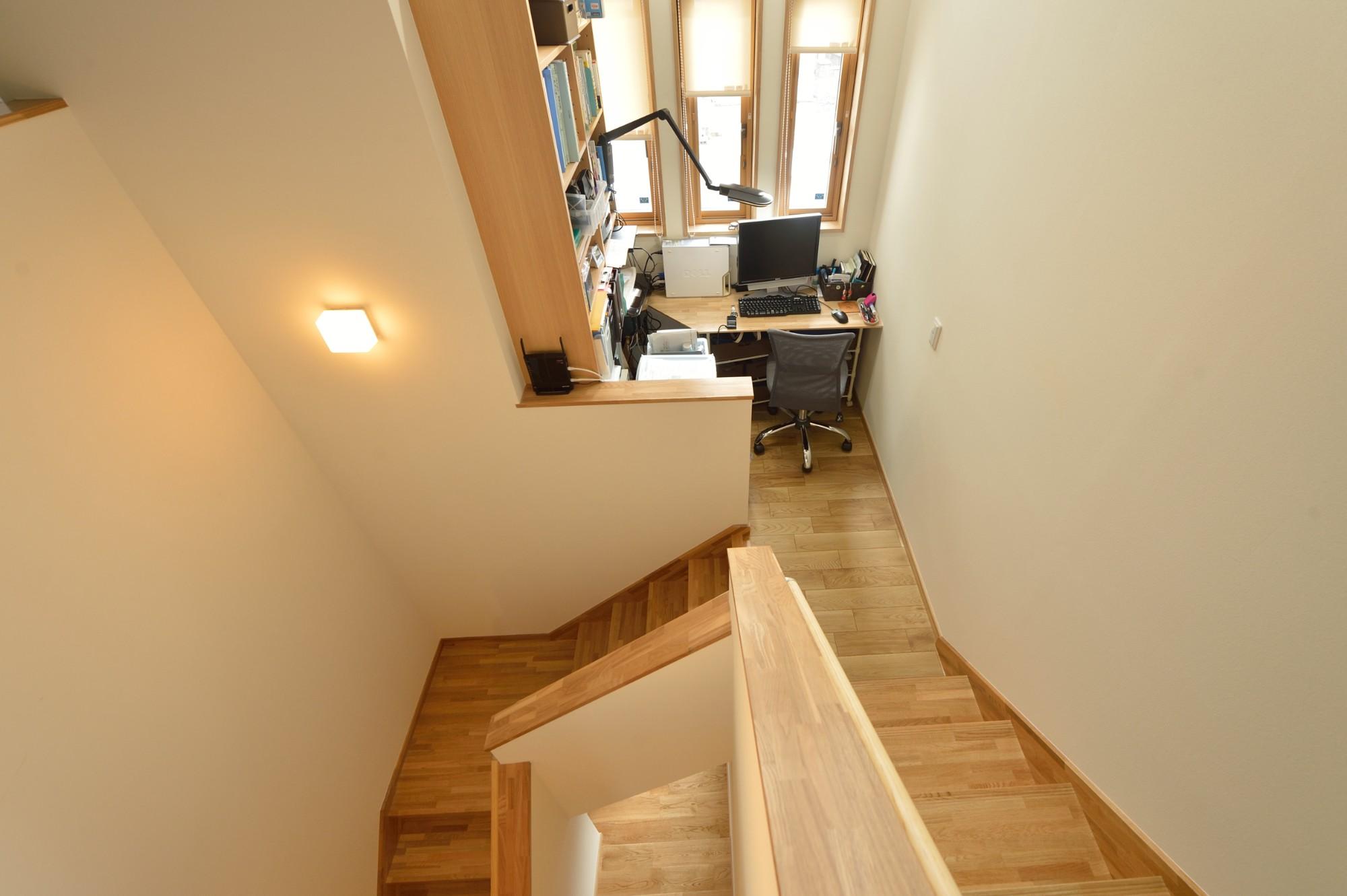 家'Sハセガワ株式会社「森の散歩道 ~五感を満たす家~」のシンプル・ナチュラルなロフト・中二階の実例写真
